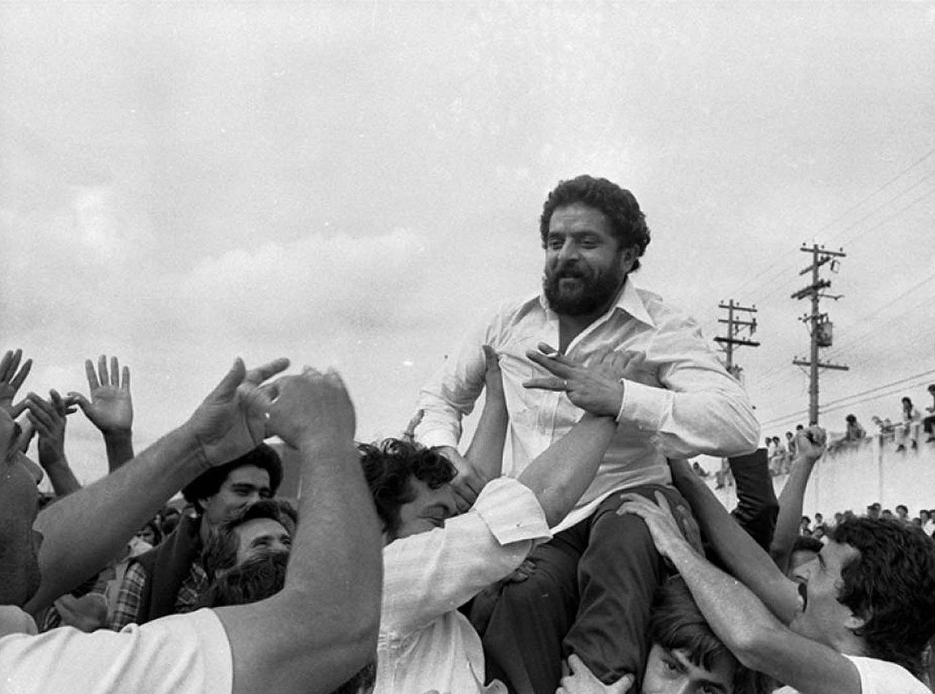 Tras la caída del régimen militar, el Partido de los Trabajadores (PT), fundado por Lula, fue el bloque de izquierda que más votos obtuvo en las elecciones de 1986