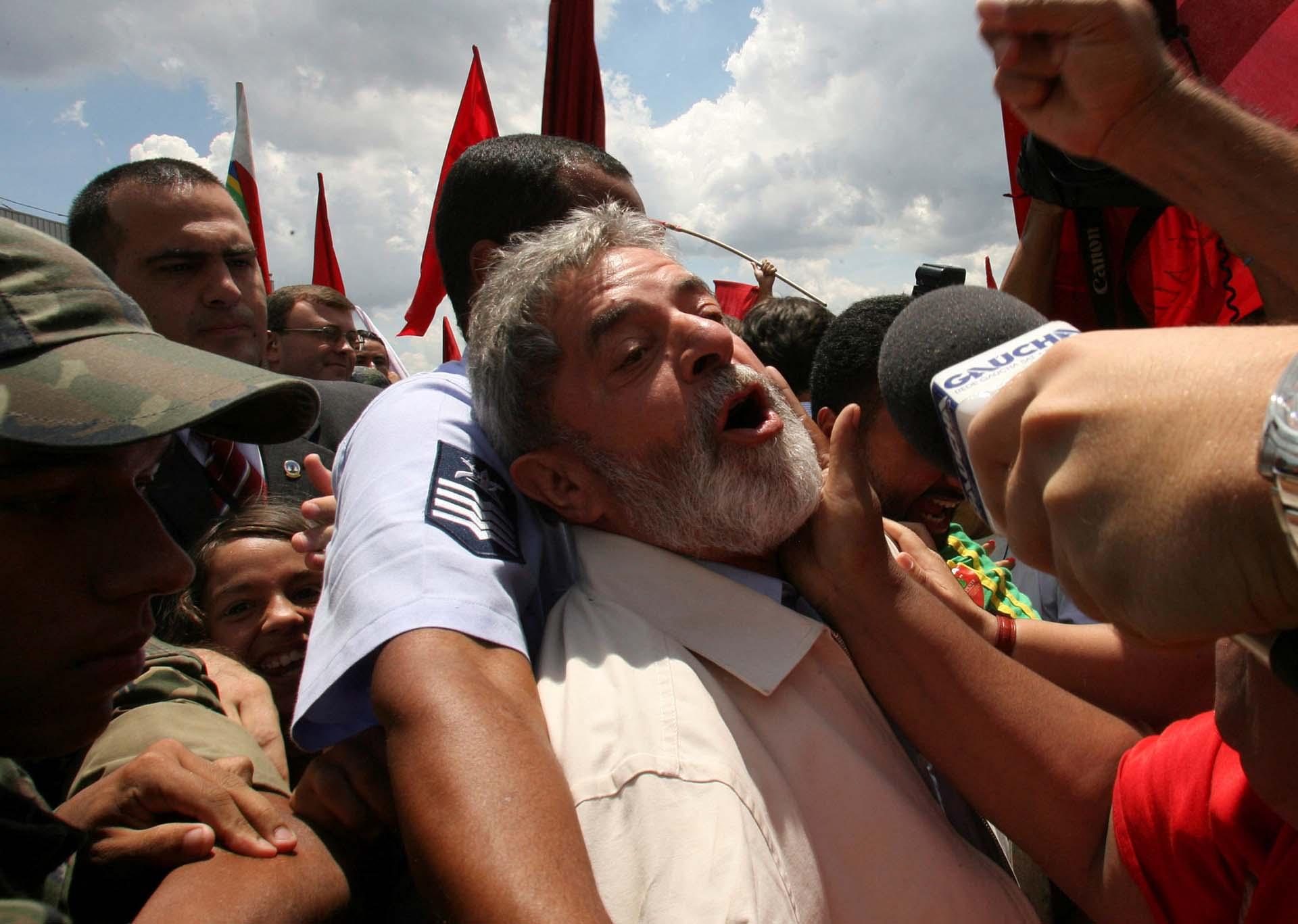 Días más tarde, se presentó en Brasilia, donde otros miles de seguidores lo esperaban en el aeropuerto de la capital (Reuters/Jamil Bittar)