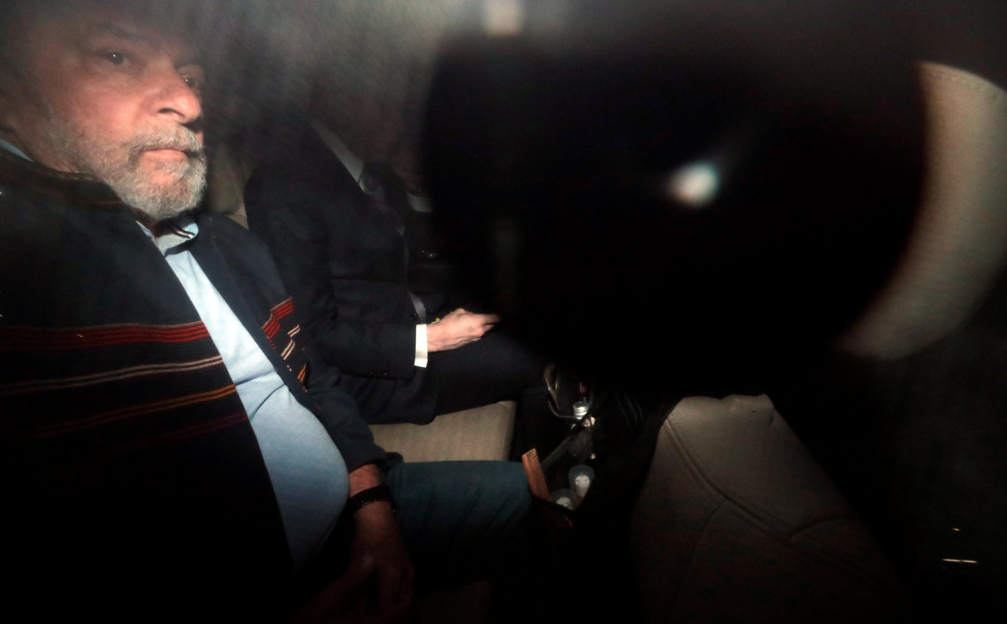 5 de abril de 2018. Tras la orden de detención del juez Sérgio Moro, el ex mandatario salió del Instituto Lula hacia la sede del Sindicato Metalúrgico en São Bernardo do Campo para refugiarse junto con sus seguidores, que convocaron una vigilia hasta que se cumpla el plazode su entrega a la policía