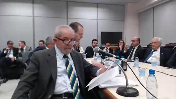 El ex presidente Luiz Inácio Lula da Silva ante el juez anticorrupción Sérgio Moro, a cargo de la causa Lava Jato, el 10 de mayo de 2017