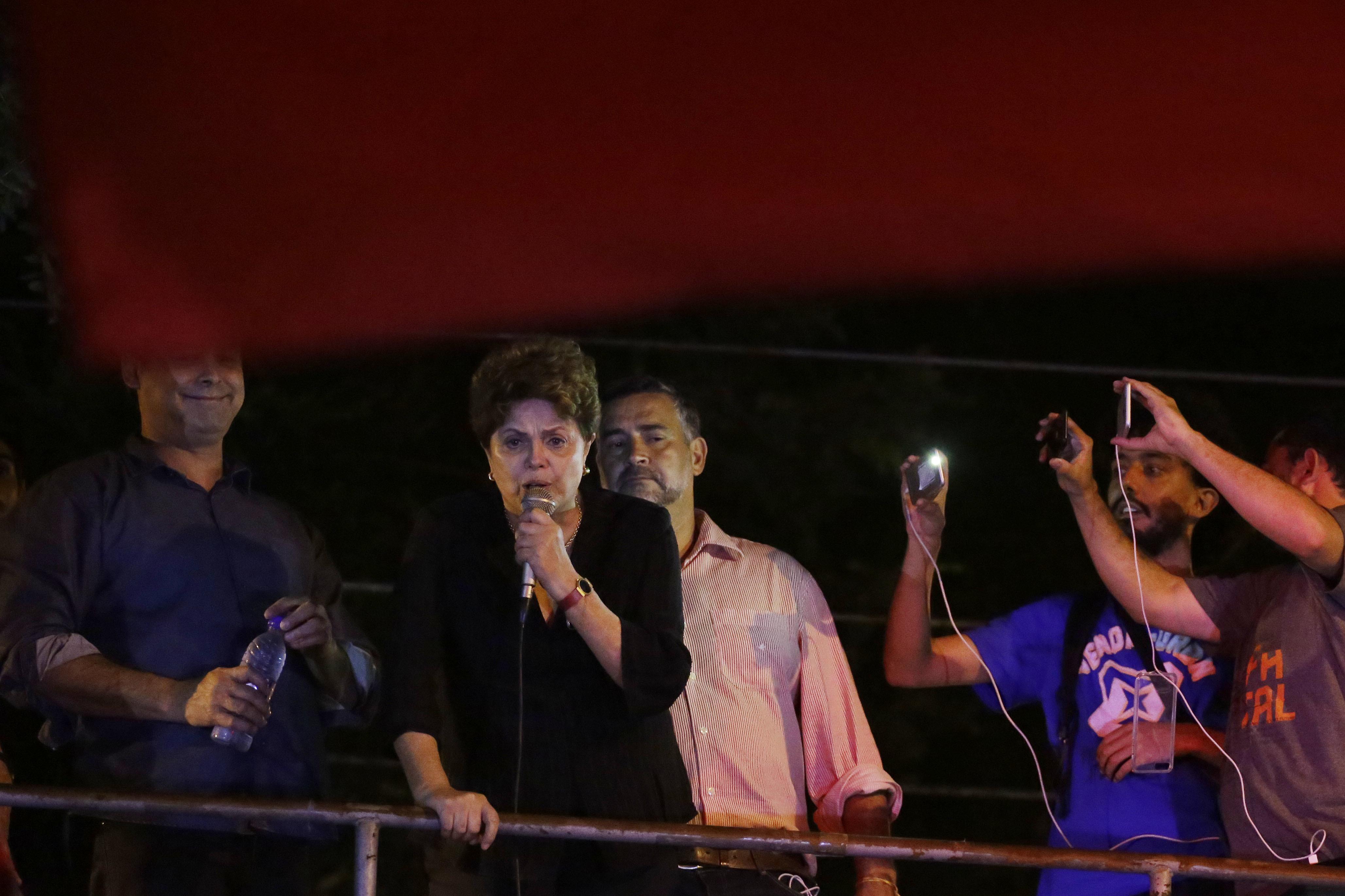 La ex presidente Dilma Rousseff también estuvo presente en el acto (AP/Nelson Antoine)