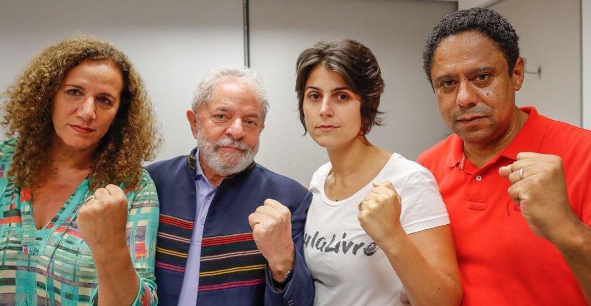 Lula junto con militantes y aliados en la sede del sindicato metalúrgico