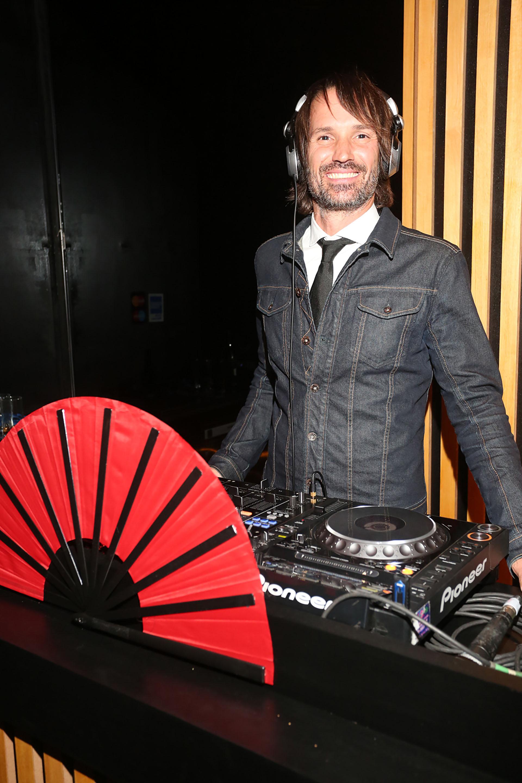 El DJ Ale Lacroix en plena acción
