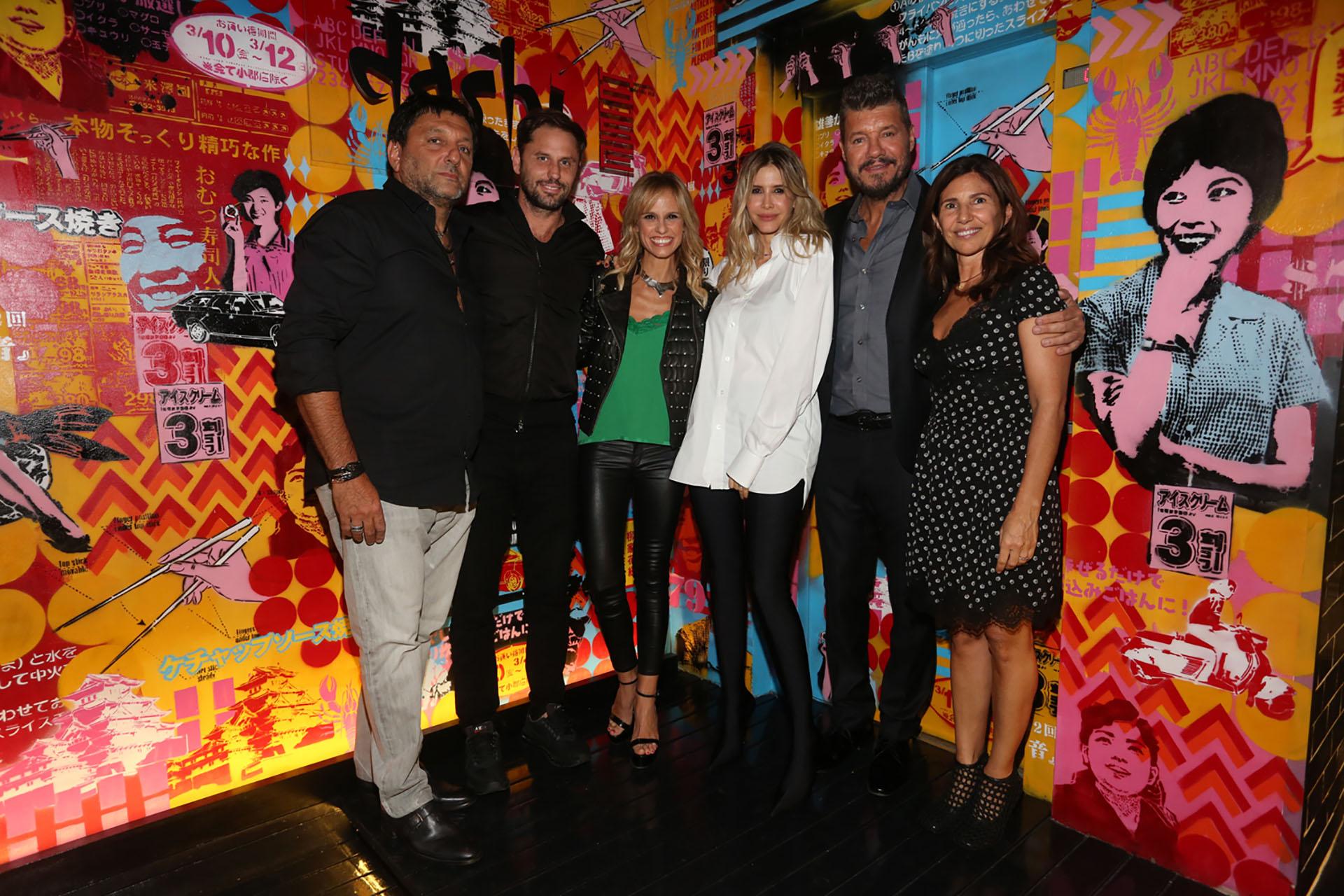 Gabriel Hochbaum y su mujer Calu junto a Mariano Chihade, Mariana Fabbiani, Guillermina Valdes y Marcelo Tinelli