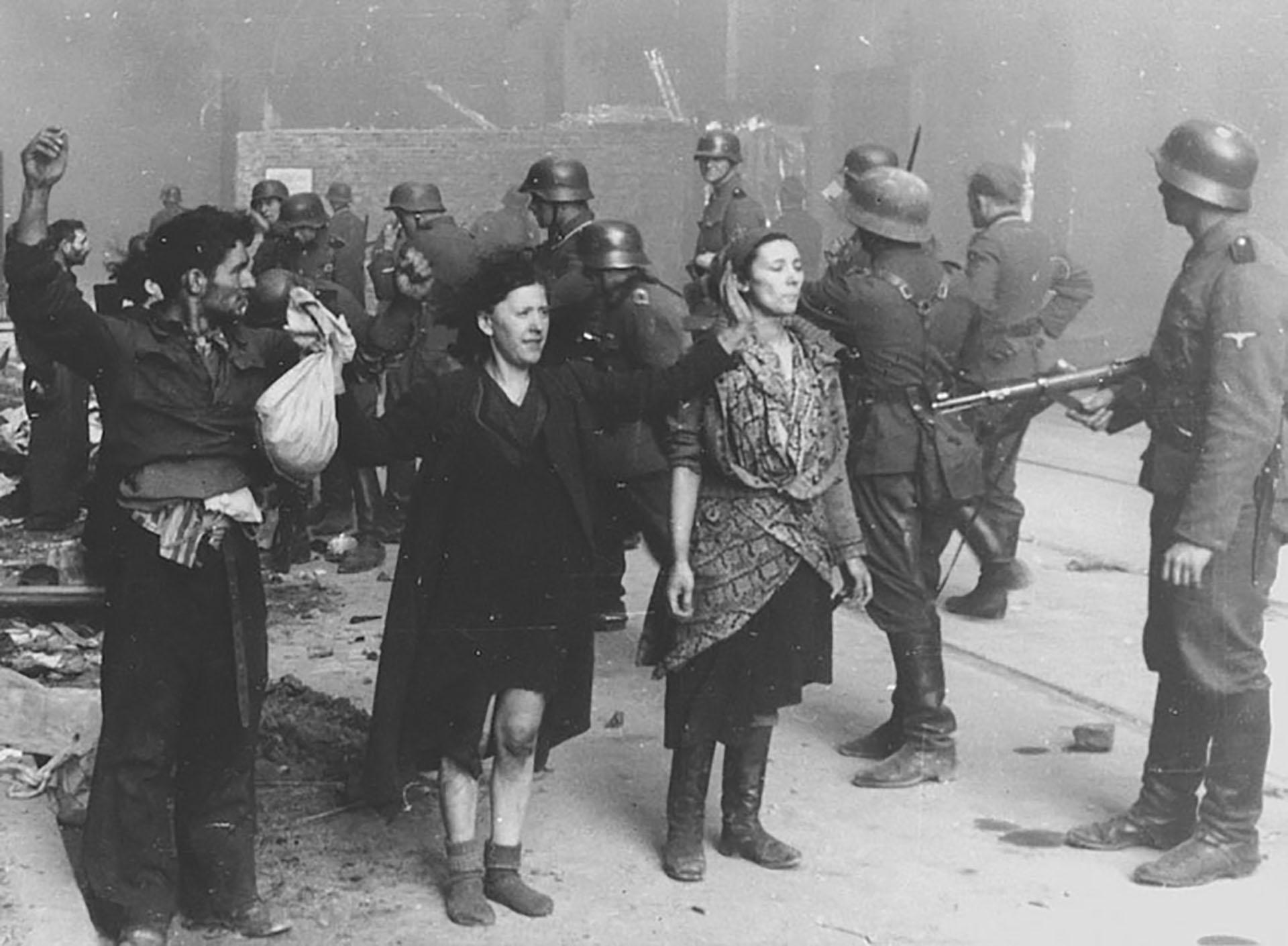 El gueto fue concebido como campo de tránsito de las deportaciones para los campos de concentración. Formaba formaba parte del exterminio en masa organizado por los nazis
