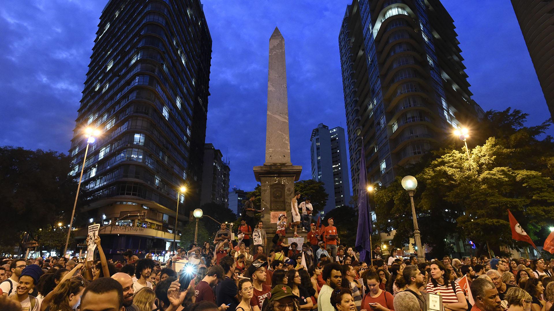 Simpatizantes de Lula en Belo Horizonte.(AFP PHOTO / DOUGLAS MAGNO)