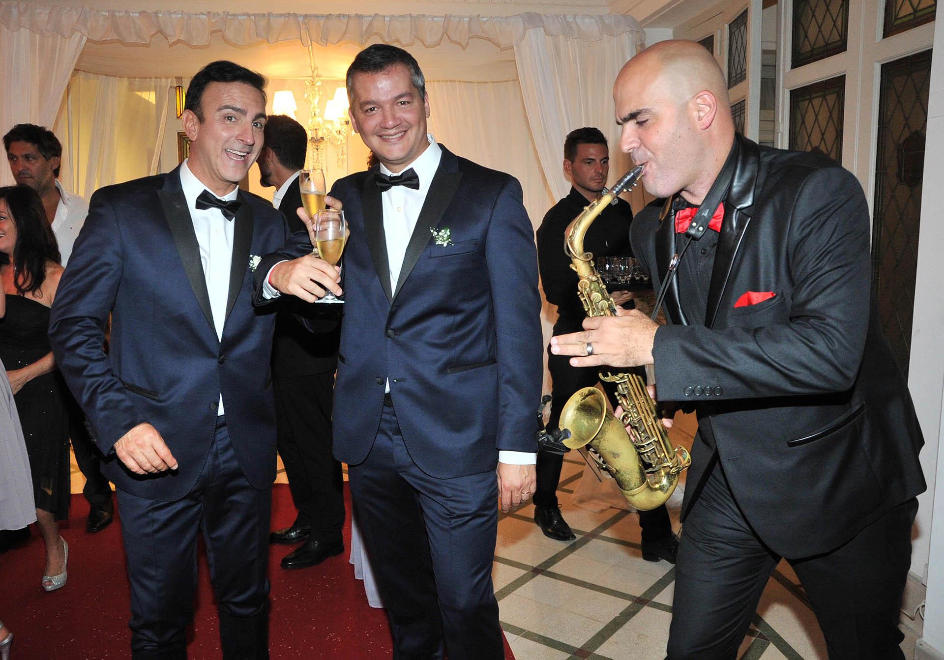 Fin de fiesta: Luis y Damián, ya felizmente casados (Fotos: Teleshow)