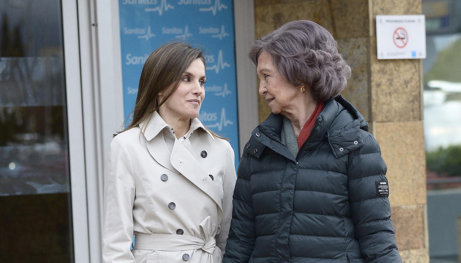 Los medios españoles resaltan que Letizia y su suegra tienen una relación conflictiva, pese a que ambas se muestran cordiales en público.