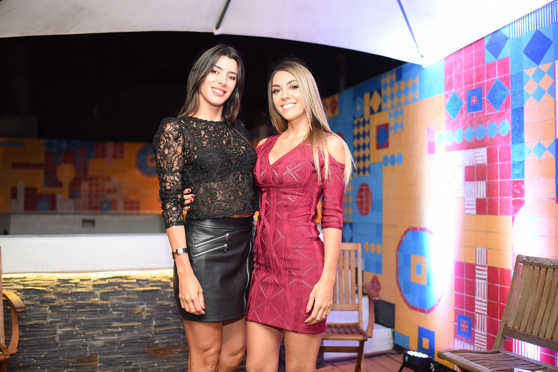 Junto a su bella amiga, Romina Santiso.