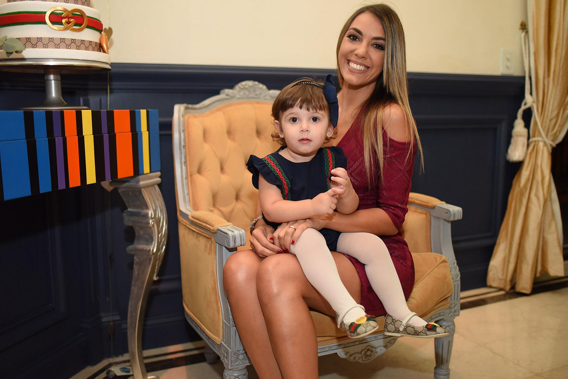 La modelo festejó los 33 en compañía de familia y amigos en el Palacio Raggio.