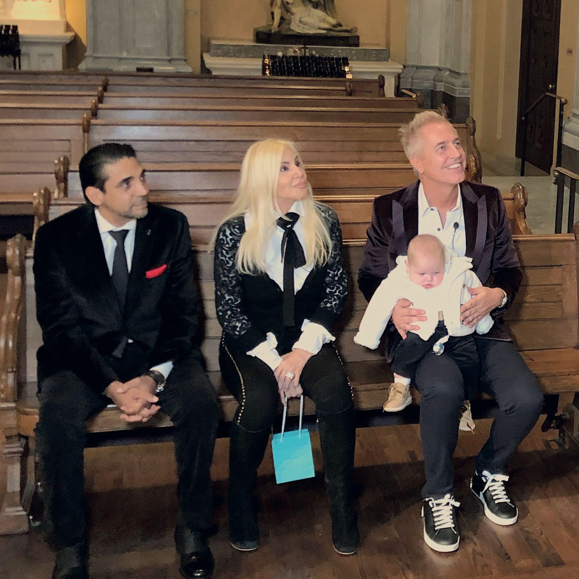 Coco Fernández, Susana Giménez y Marley se emocionaron con las palabras del padre Daniel. Mirko se durmió minutos antes de acercarse a la pila bautismal.
