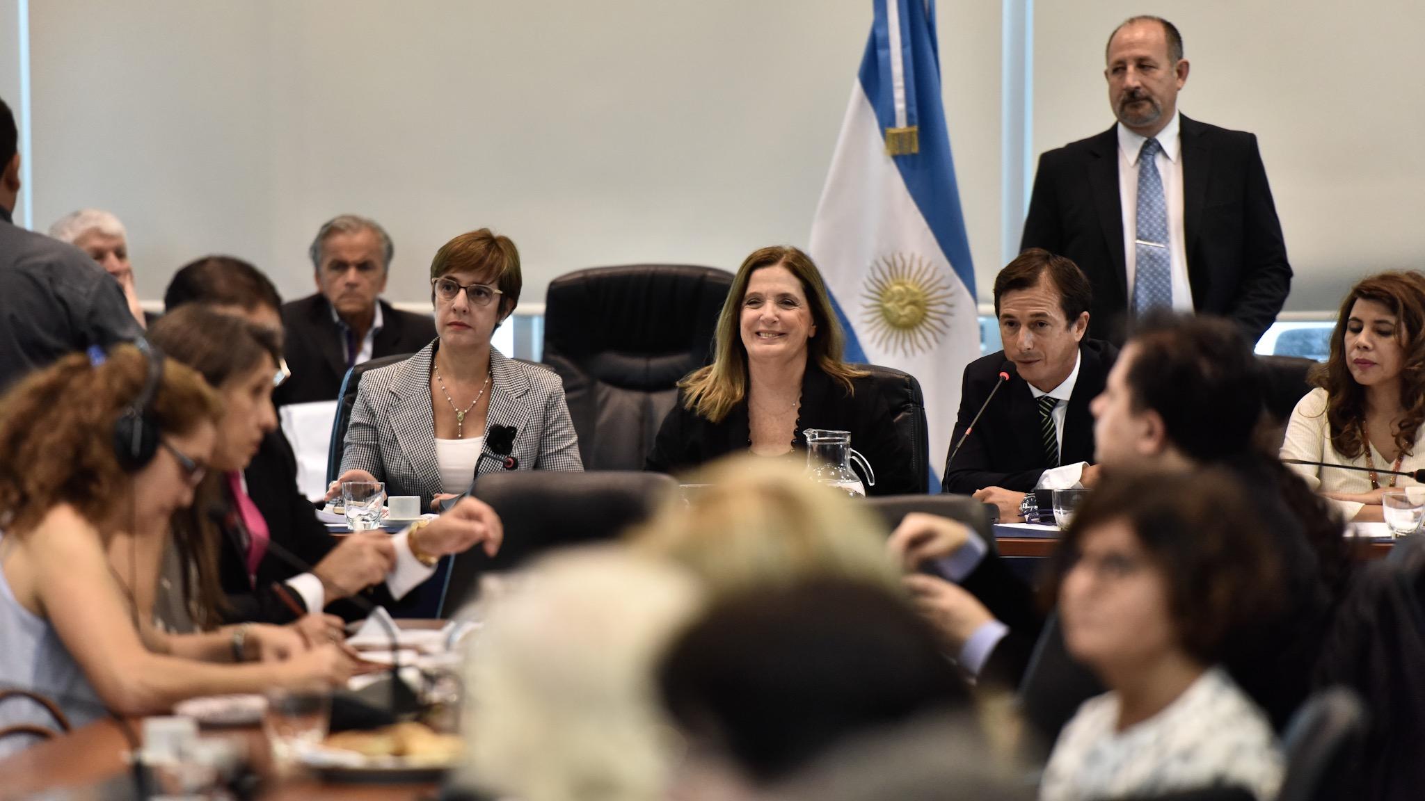 Daniel Lipovetzky y Carmen Polledo presidieron la sesión