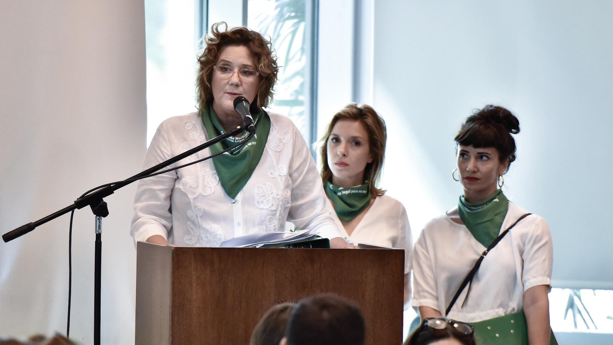 Las actrices Verónica Ginés, Carla Peterson y Griselda Siciliani
