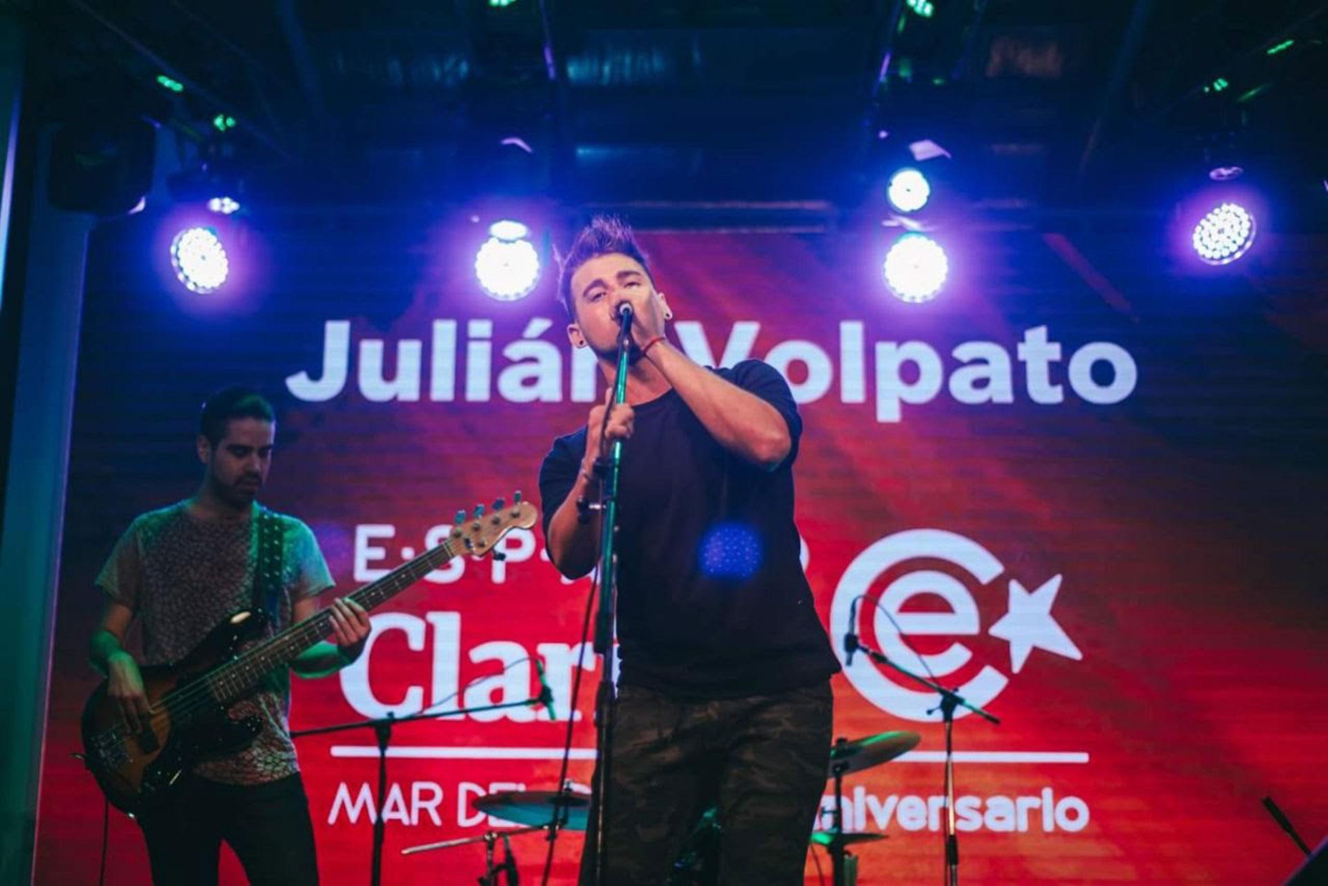 En febrero de 2018 Julián debutó junto a su banda en el cierre del show de Espacio Clarín en Mar del Plata, con más de 10 mil espectadores y en un escenario con grandes artistas como Juan Baglietto, La Mosca, Jairo y Midachi.