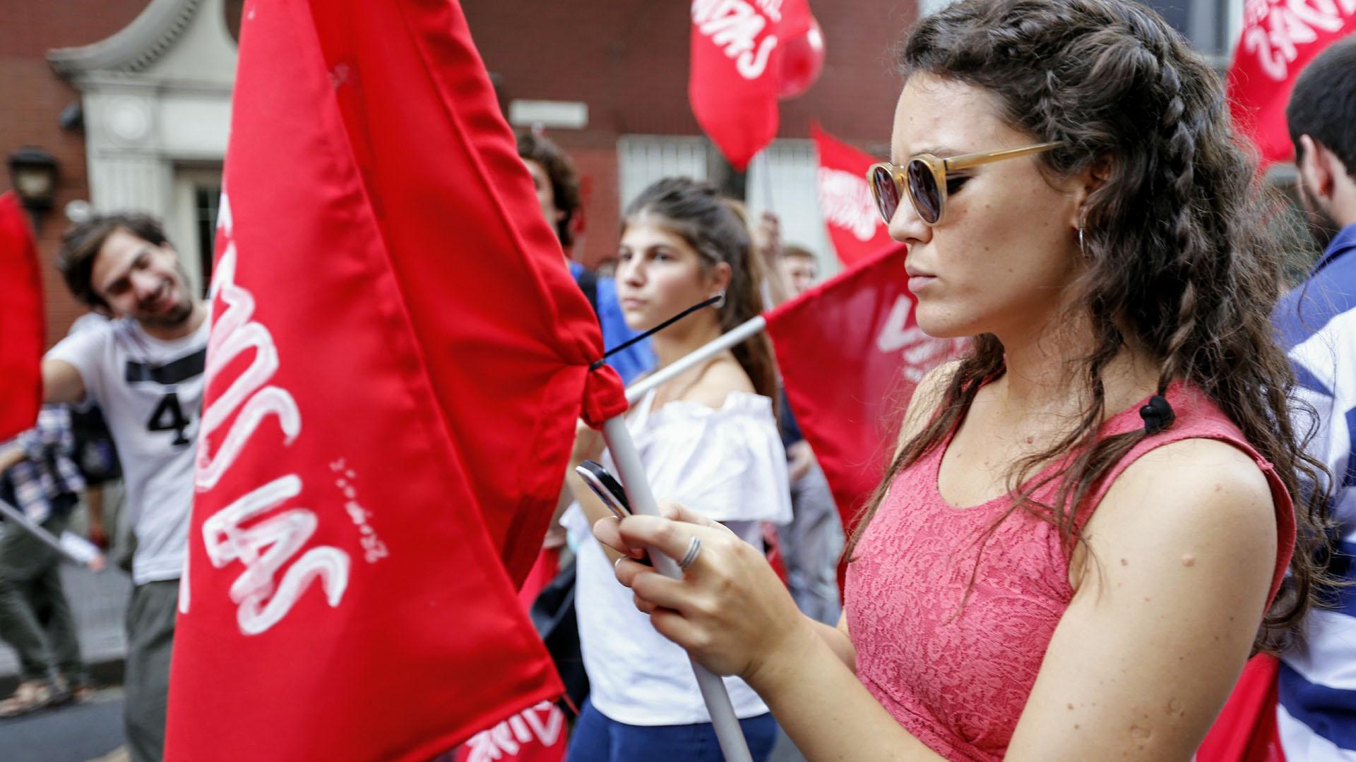 La manifestación en contra de la despenalización del aborto se identificó con banderas rojas