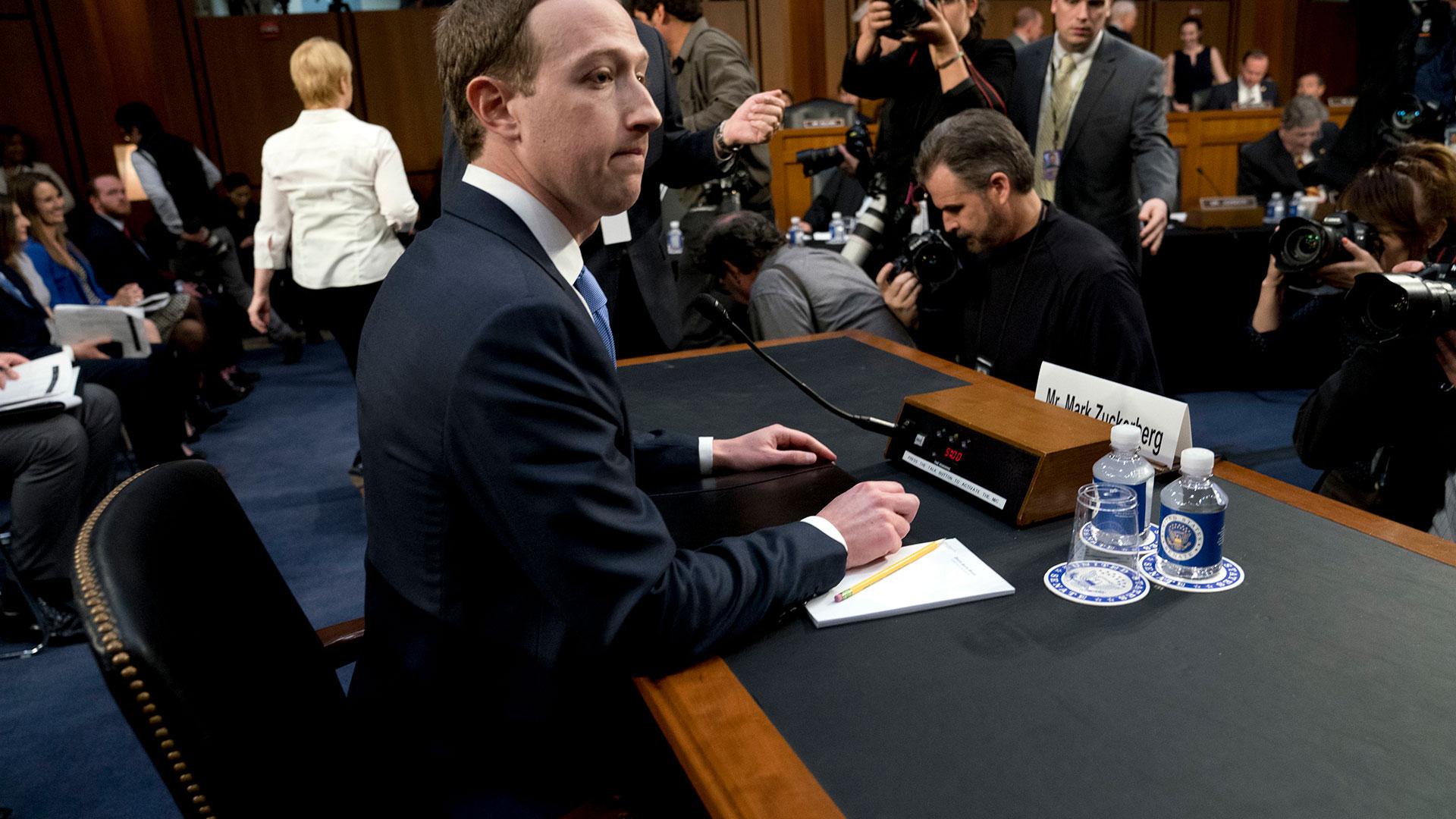 Zuckerberg atravesó su primera gran prueba como CEO ante representantes del gobierno de los EEUU (AP)