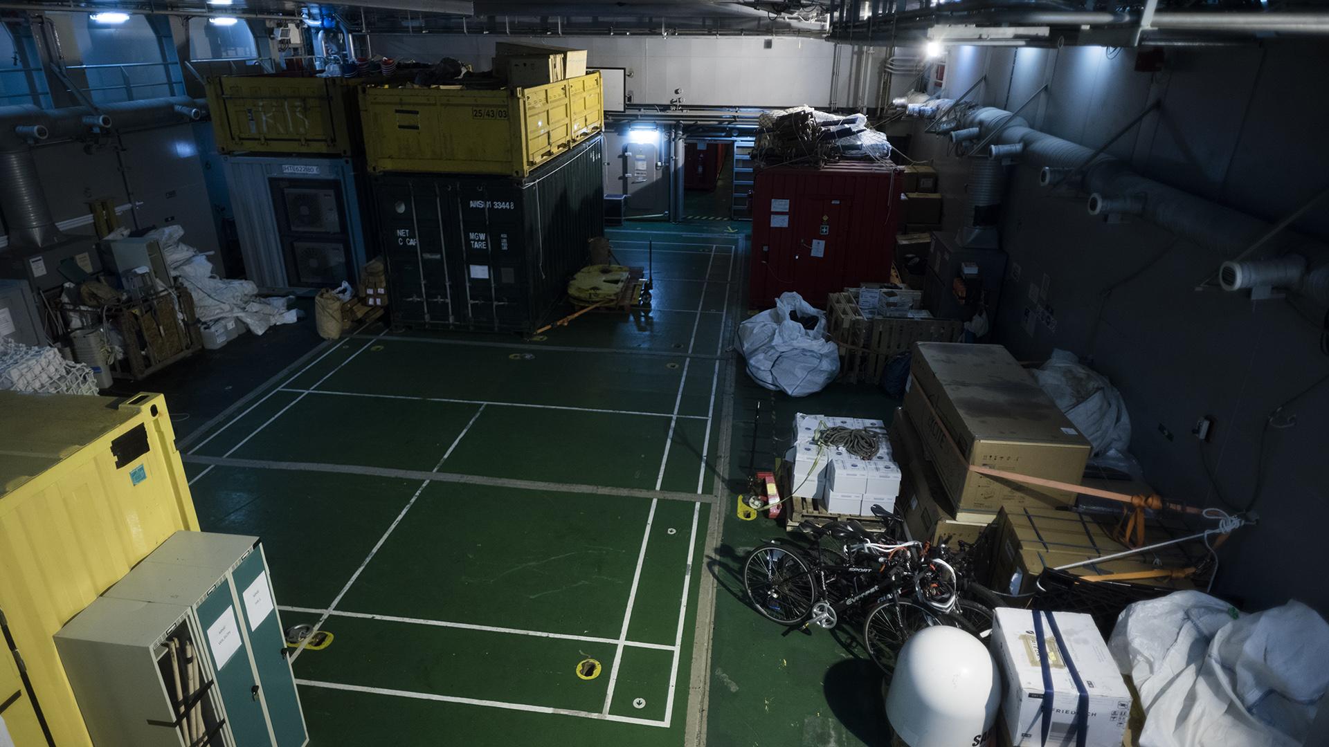 La bodega del HMS Protector