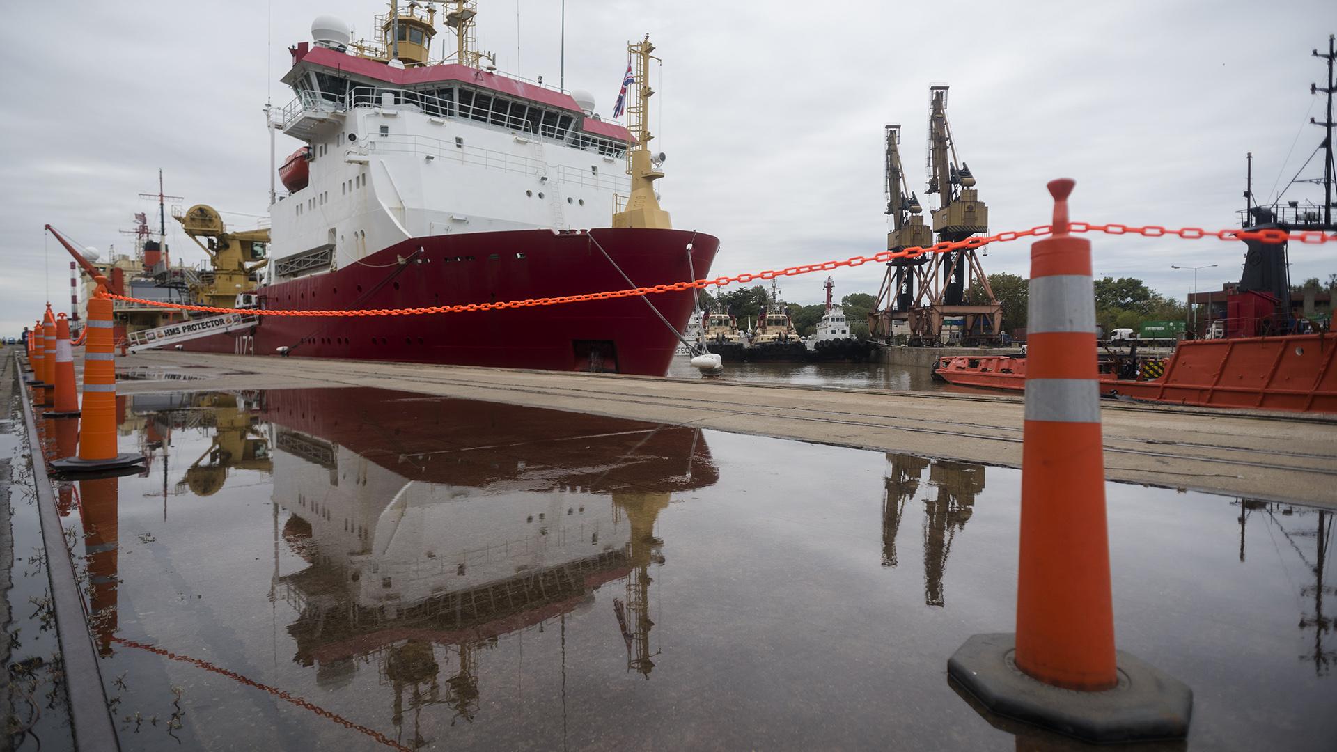 El buque se encuentra amarrado en la dársena E del Puerto de Buenos Aires