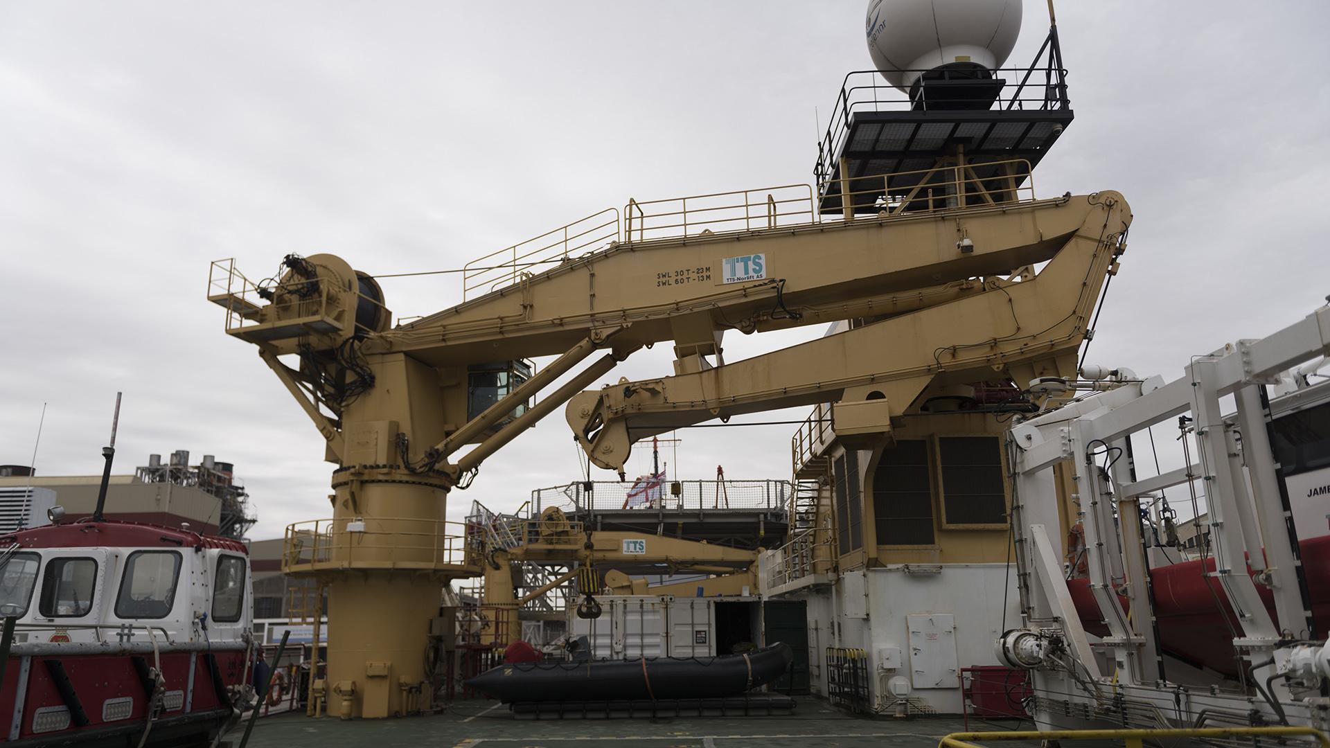 El buquetiene una eslora total de 89 metros y una manga máxima de 18 metros