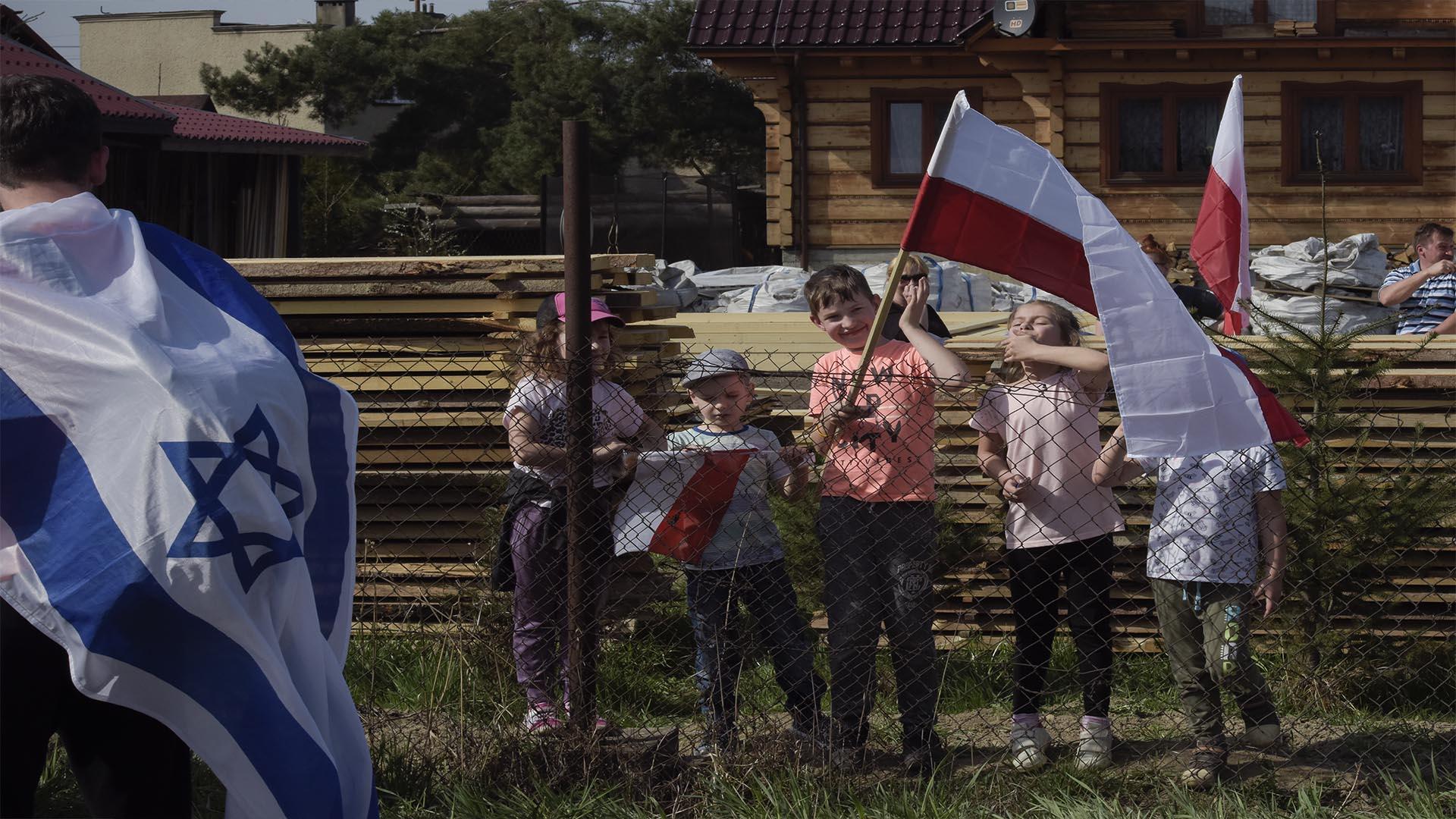 La Marcha por la vida dura 12 días, y los marchistas recorren los sitios de la memoria en Polonia e Israel