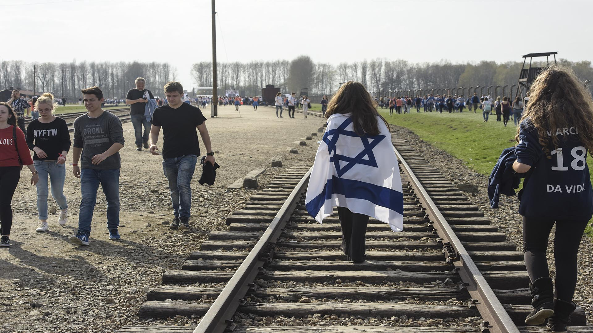 El 12 de abril marcharon de Auschwitz a Birkenau 13 mil personas de 52 países (Foto: Victoria Bornaz)