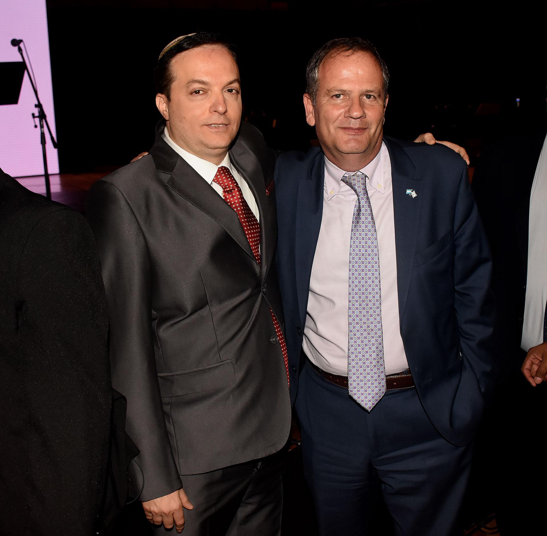Ariel Cohen Sabban junto al embajador de Israel en la Argentina, Ilan Sztulman