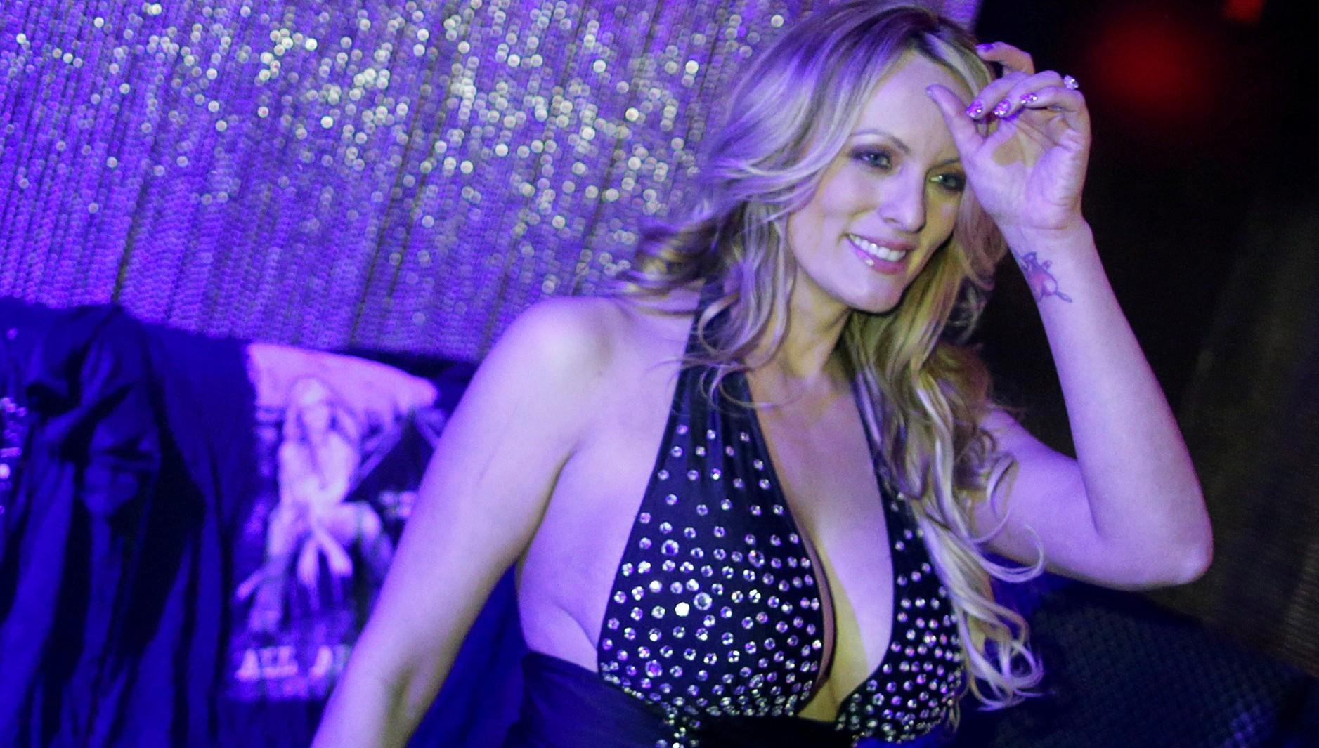 Stormy Daniels posa en un club nocturno (Reuters)