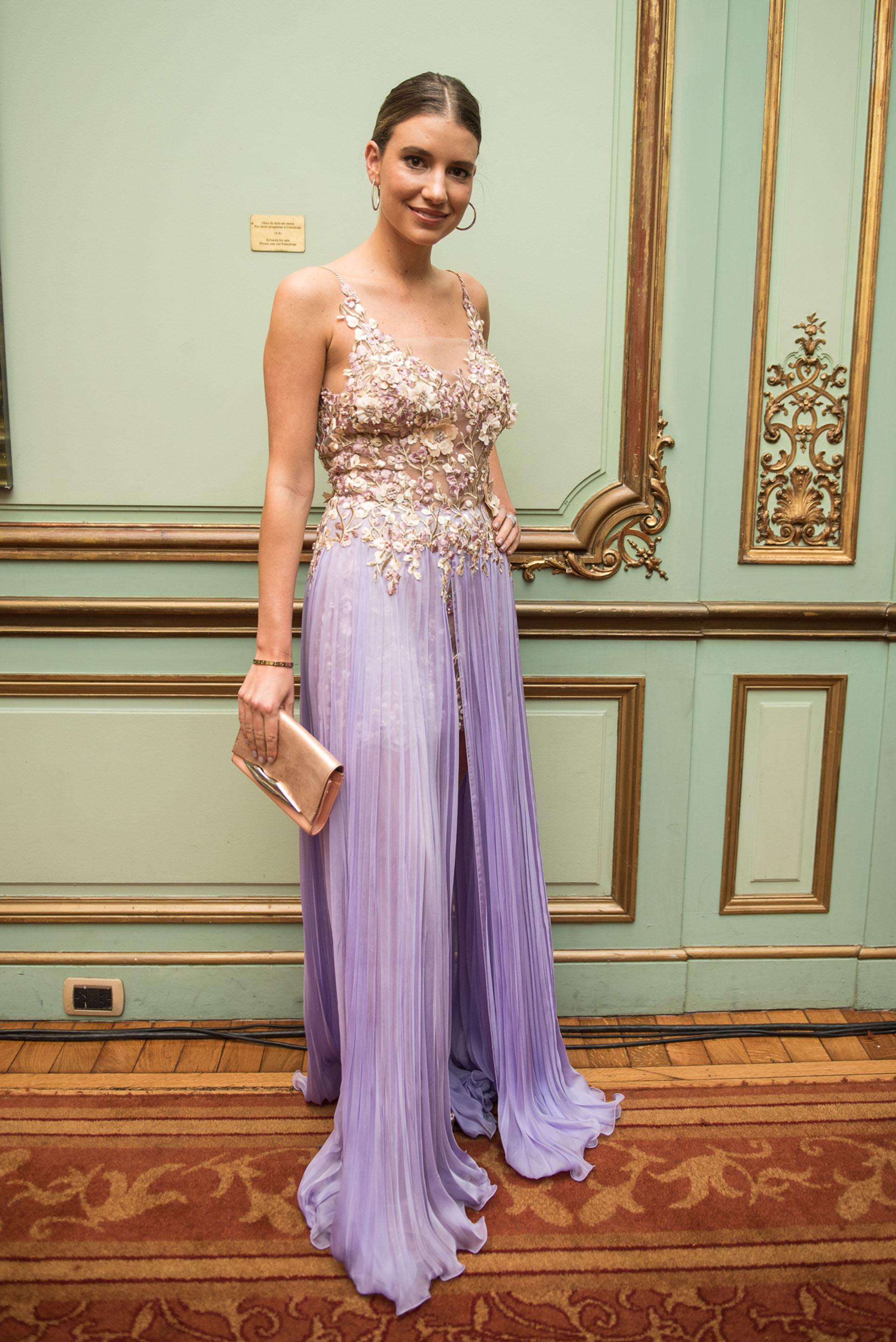 Angie Landaburu vestida por Claudia Arce
