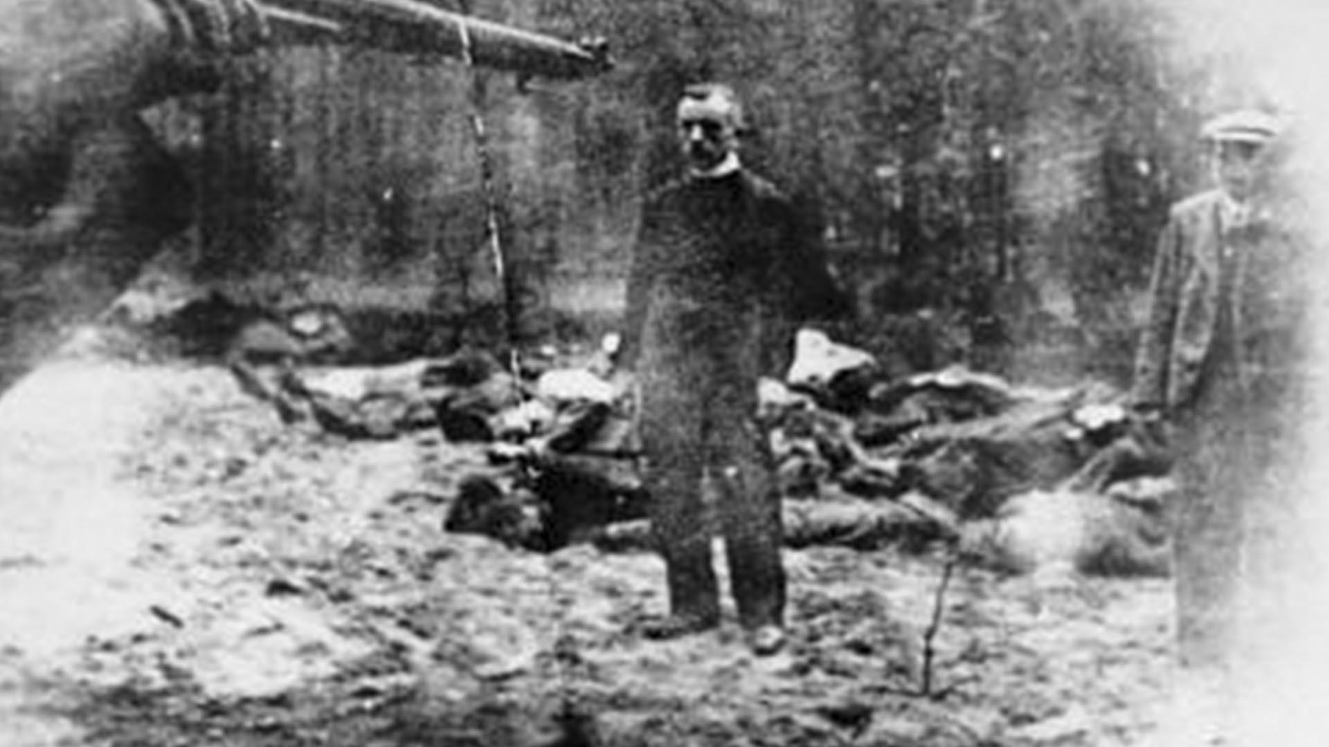 Una de las víctimas frente al pelotón de fusilamiento (Foto: Archivo Walter Von Reichenau)