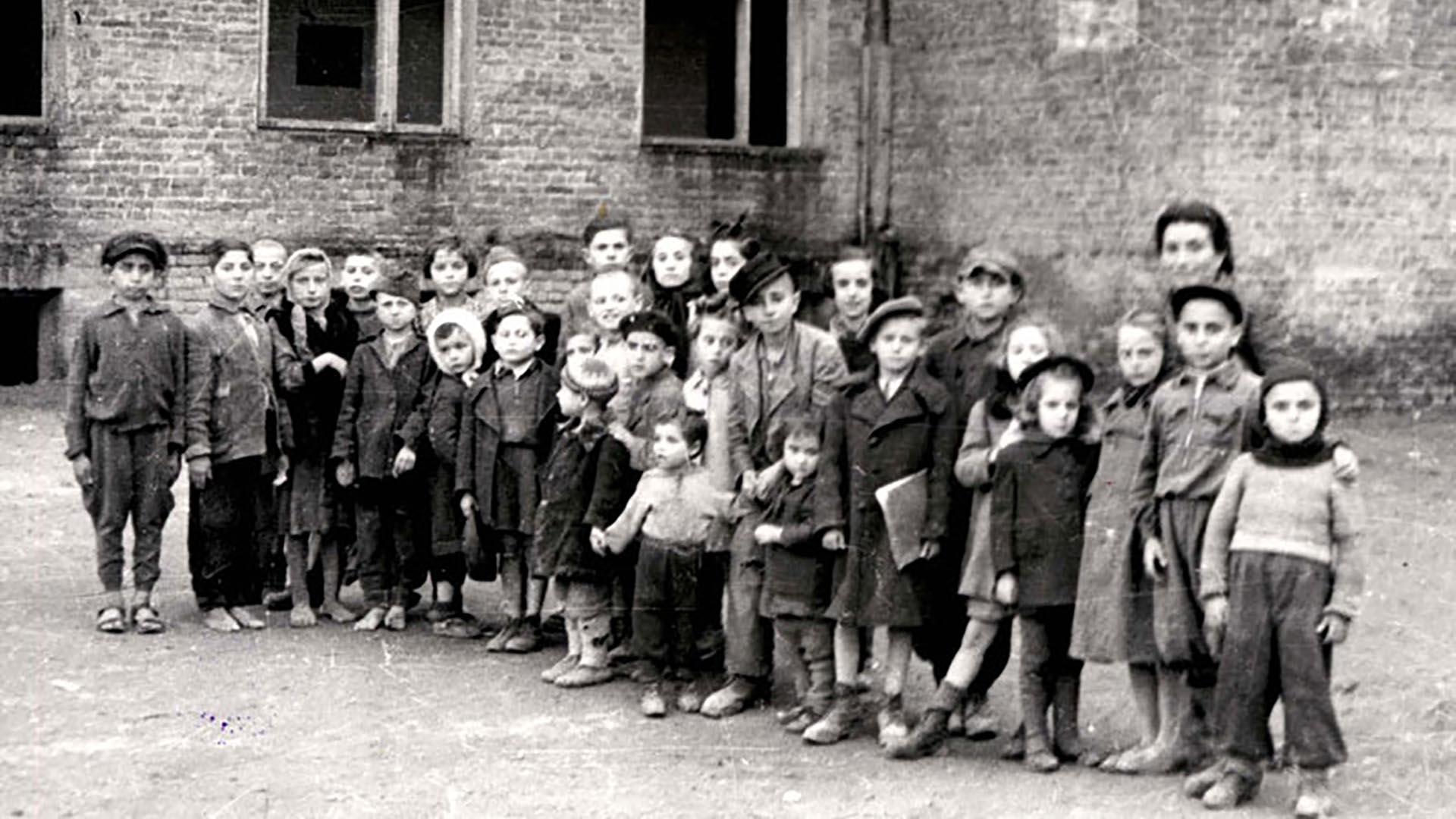 """Los niños del """"orfanato"""": ninguno tenía más de 8 años (Foto: Archivo Walter Von Reichenau)"""