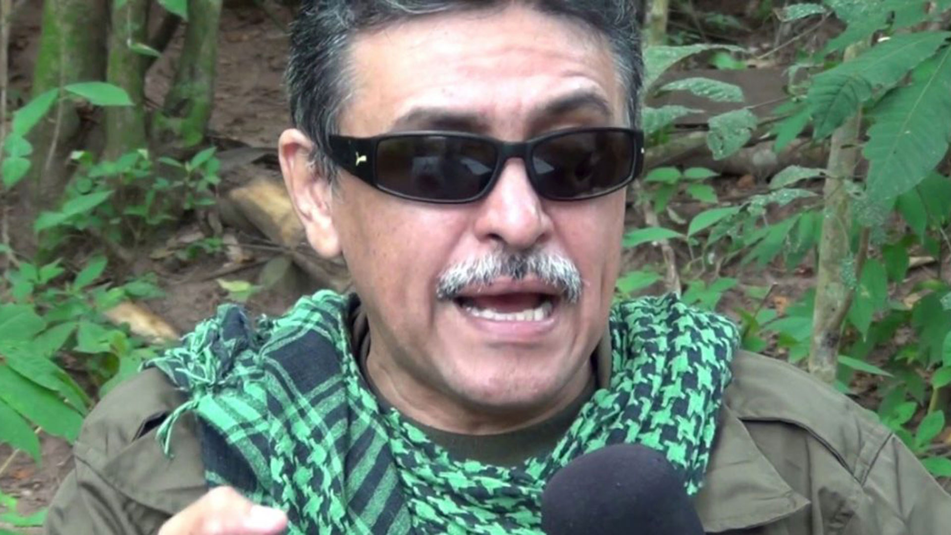 Su formación humanista y teórica lo fueron posicionando al mando del Bloque Caribe de las FARC