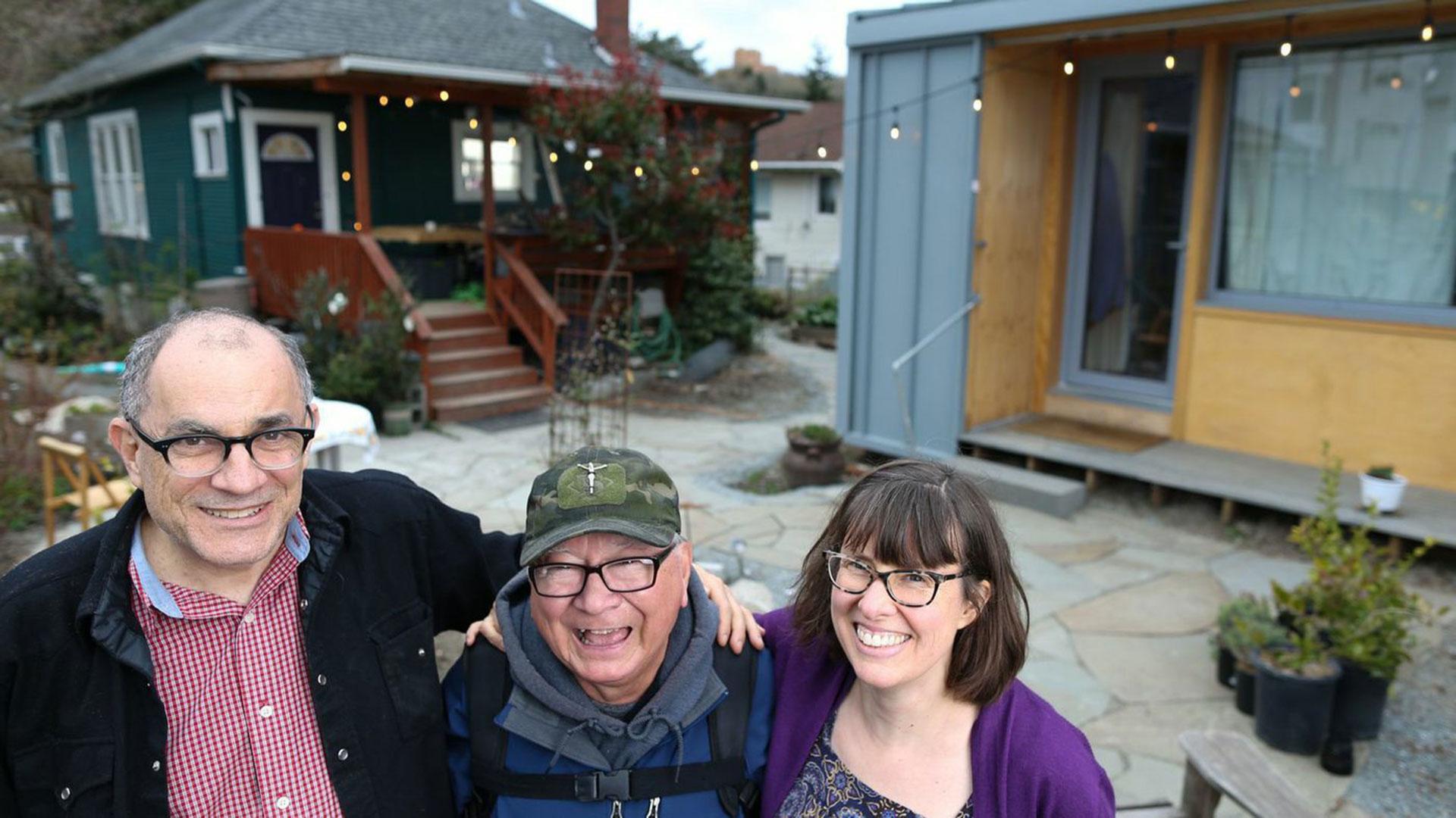 Robert Desjarlais dejó de ser homeless para vivir en la casa del patio de Dan Tenembaum y Kim Sherman en Seattle, parte del proyecto Block