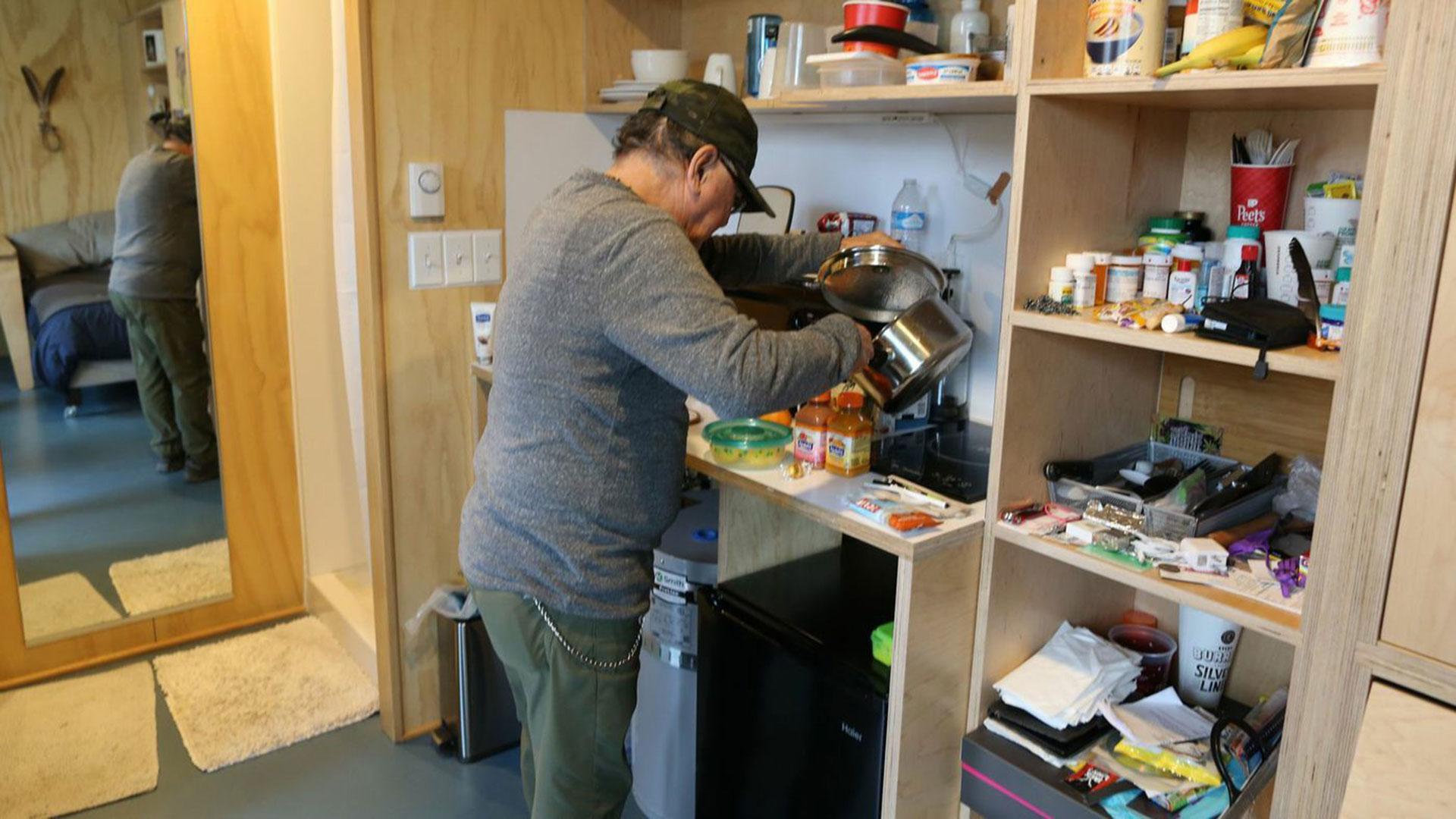 Robert Desjarlais era homeless en Seattle, donde se beneficióde un proyecto similar al que se pone en marchaen Los Ángeles