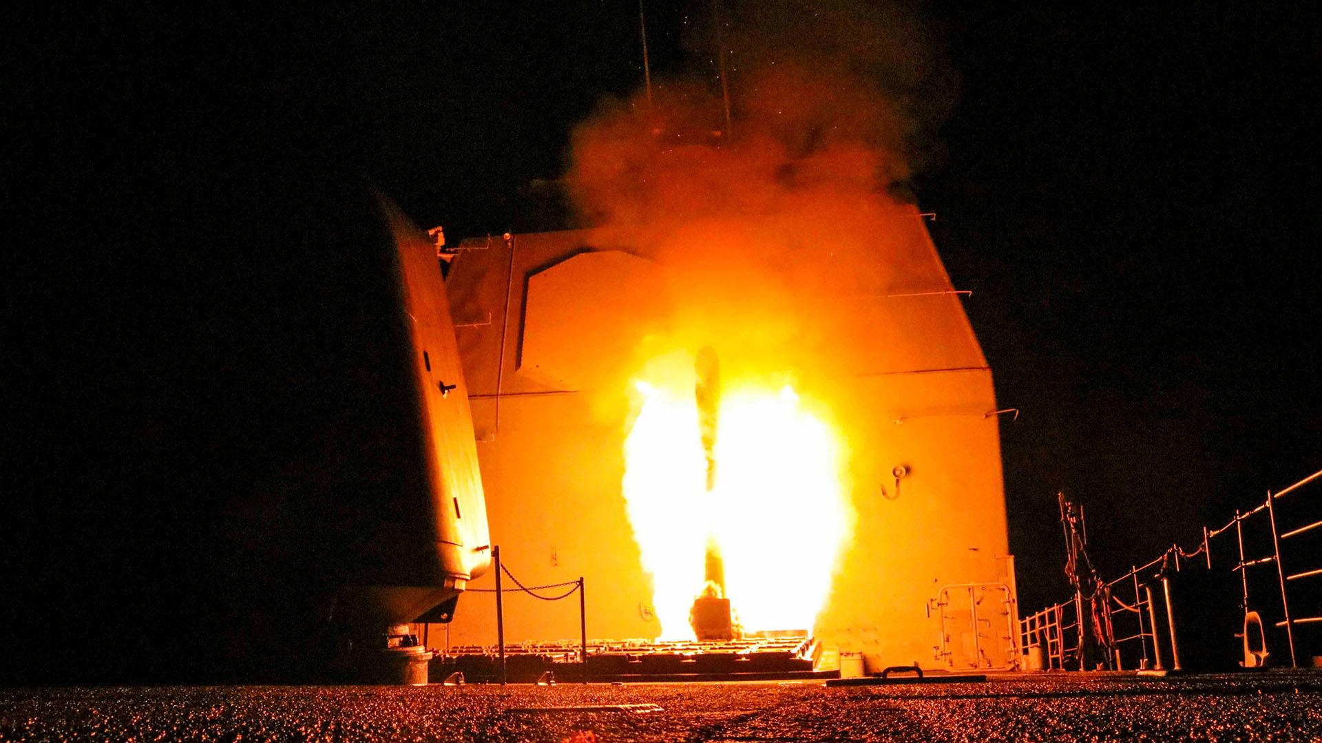 EEUU lanzó el misil crucero USS Monterey (REUTERS)