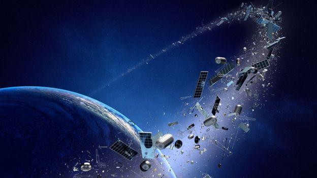 En órbita baja o en alta, los satélites cumplen sus funciones y luego quedan fuera de servicio