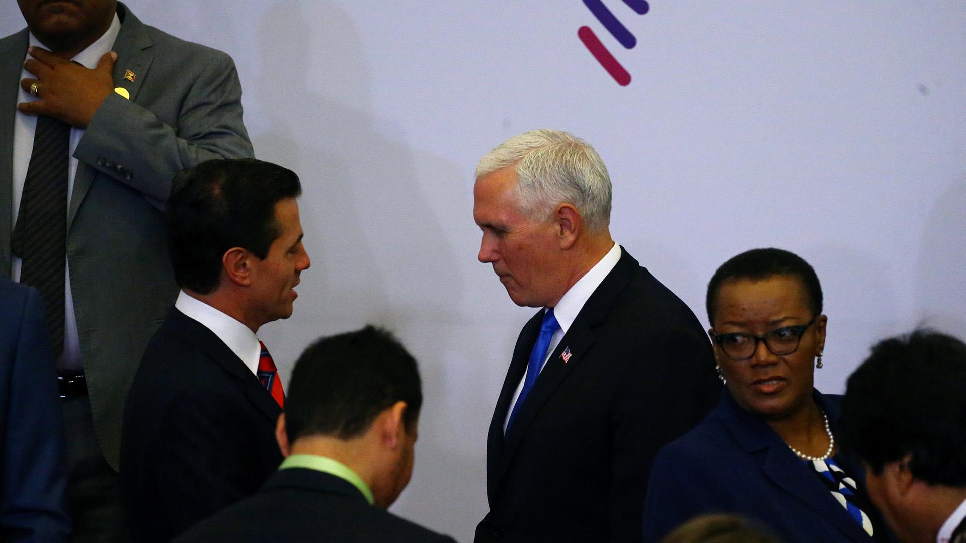 Pence junto al presidente mexicano Enrique Peña Nieto(REUTERS)
