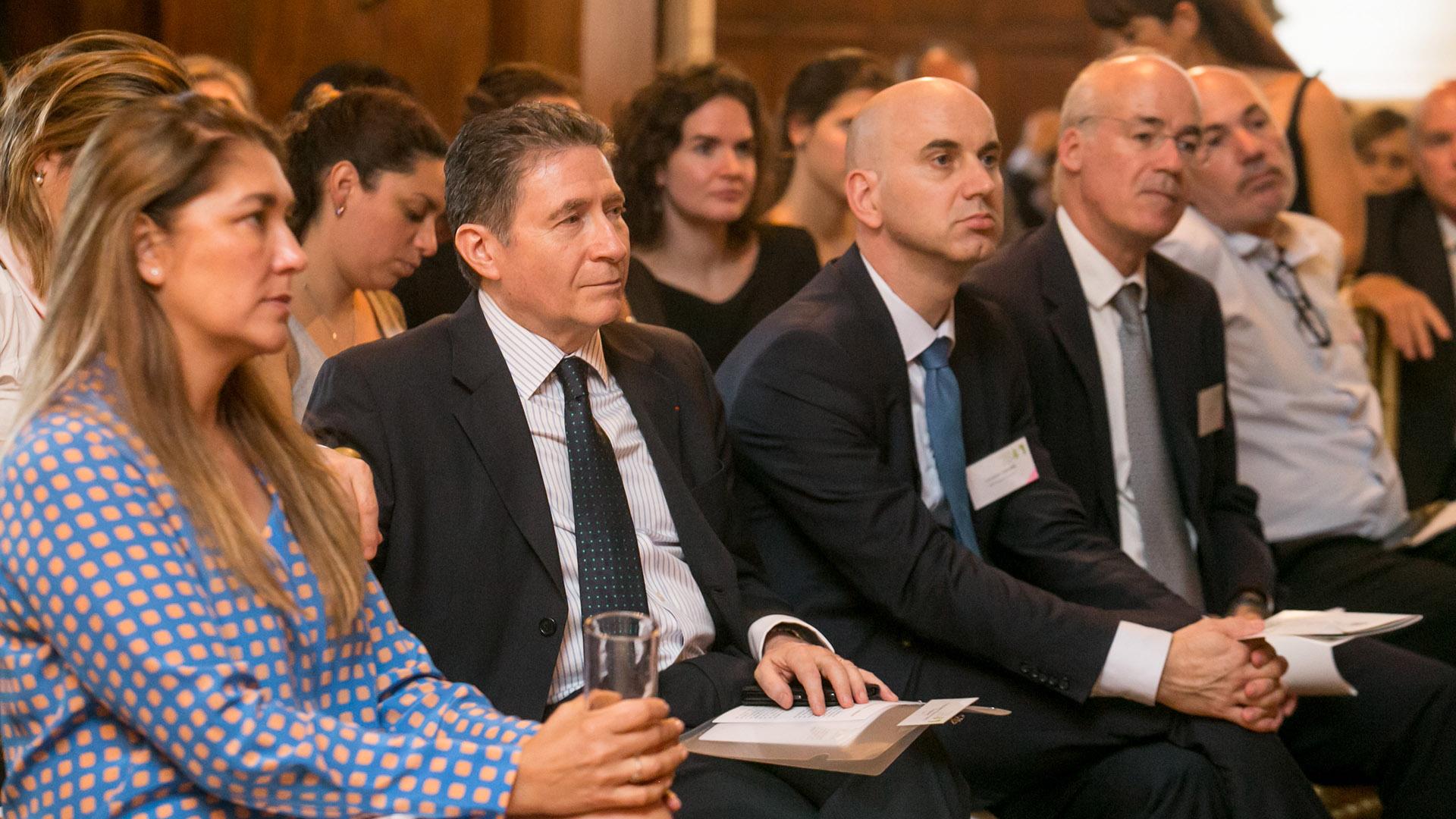 Silvia Taurozzi (Marianne / Fundación Irradia). A su lado, Pierre-Henri Guignard, embajador de Francia en Argentina