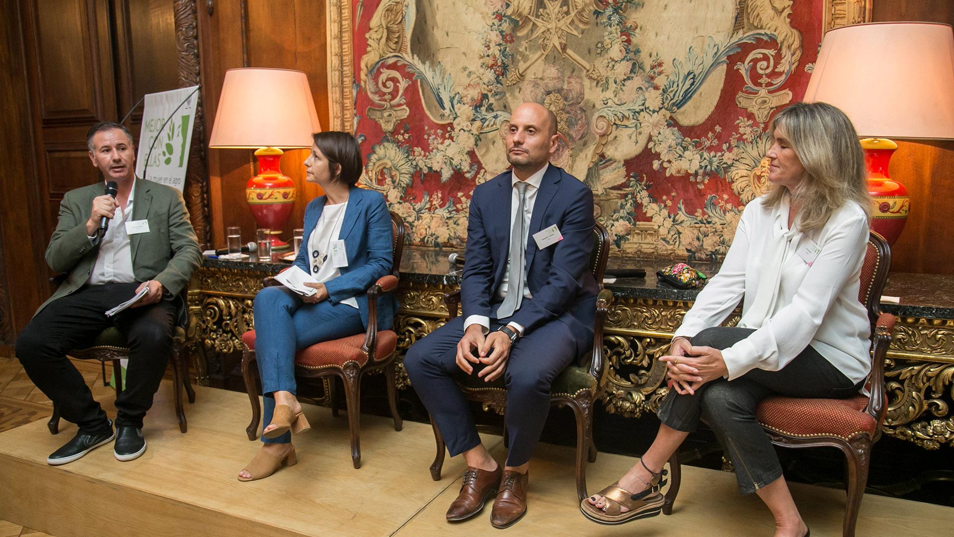 Fernando Bertello (La Nación), Fabiana Menna (Fundación Gran Chaco), Sebastián Cabello (GSMA Topic Chair) y Pilu Giraudo (Apresid)