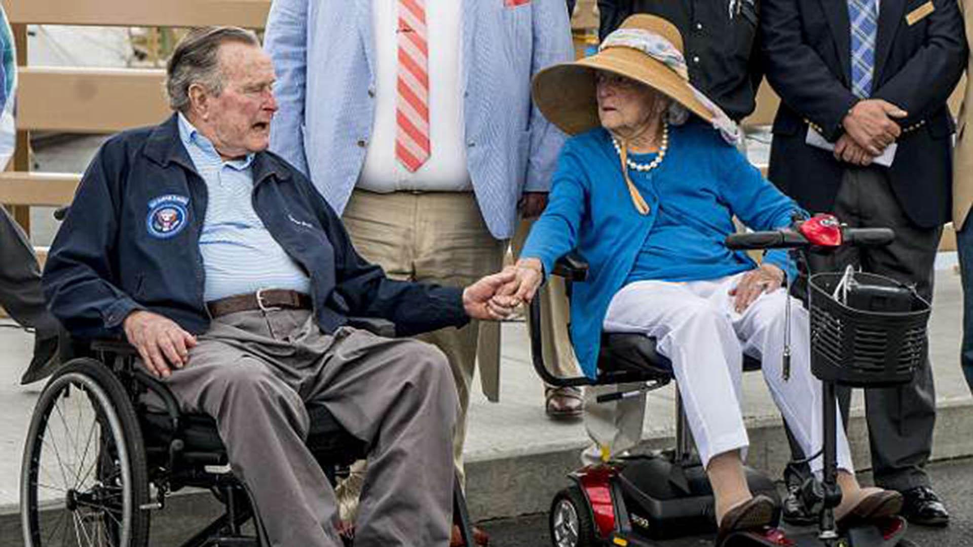 Barbara, junto a su esposo, el ex presidente George H. W. Bush (Getty)