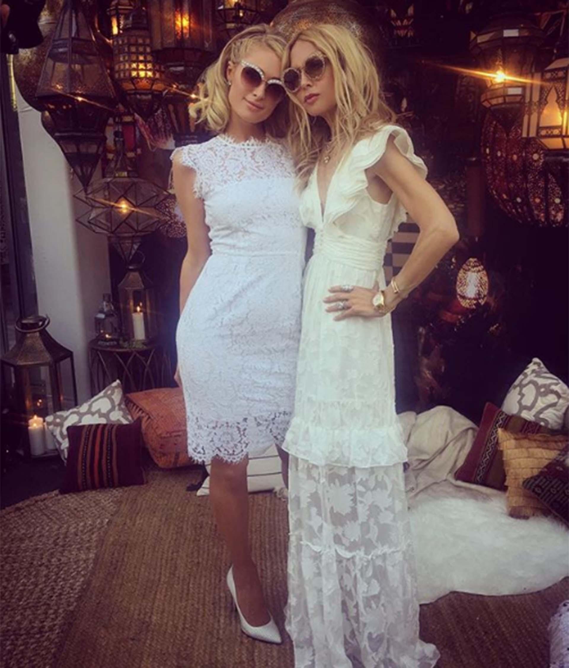 Paris Hilton en total white
