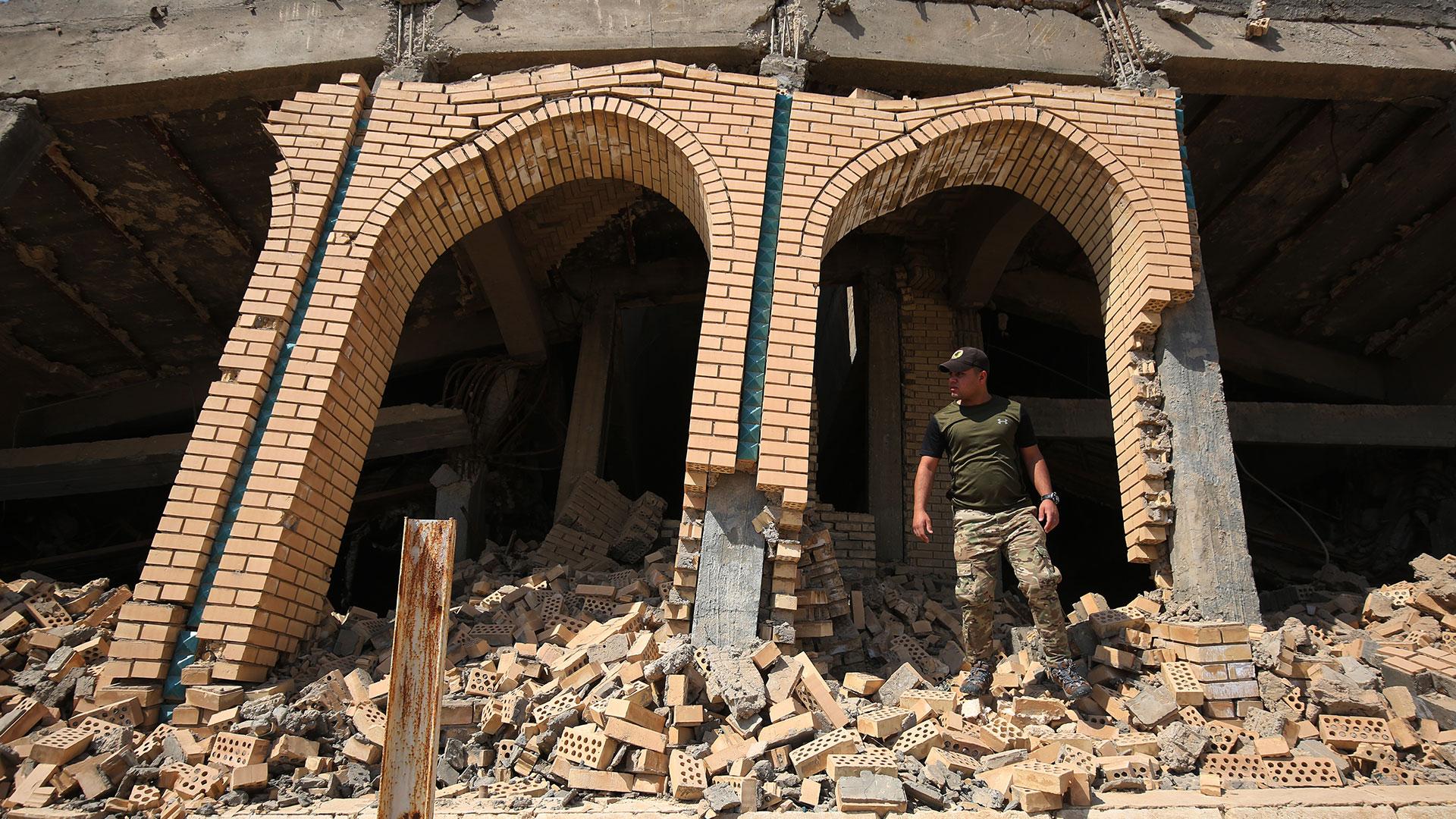 Los restos del mausoleo de Saddam Hussein en Al Awjah (AFP)