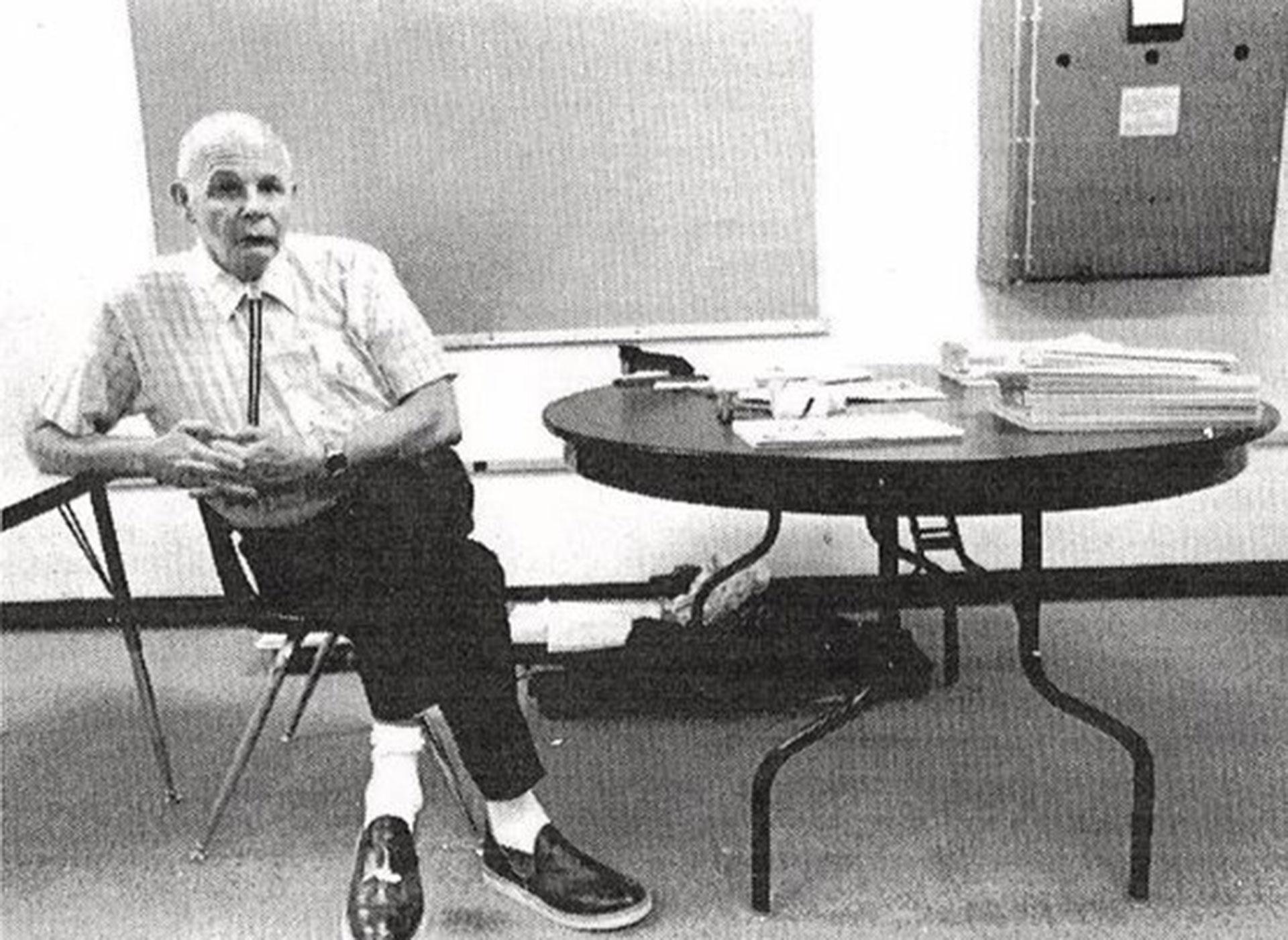 Karl Ward murió en 1997. Desde entonces se descubrieron placas en su honor. Pero su vida escondía un oscuro secreto: era abusador de menores