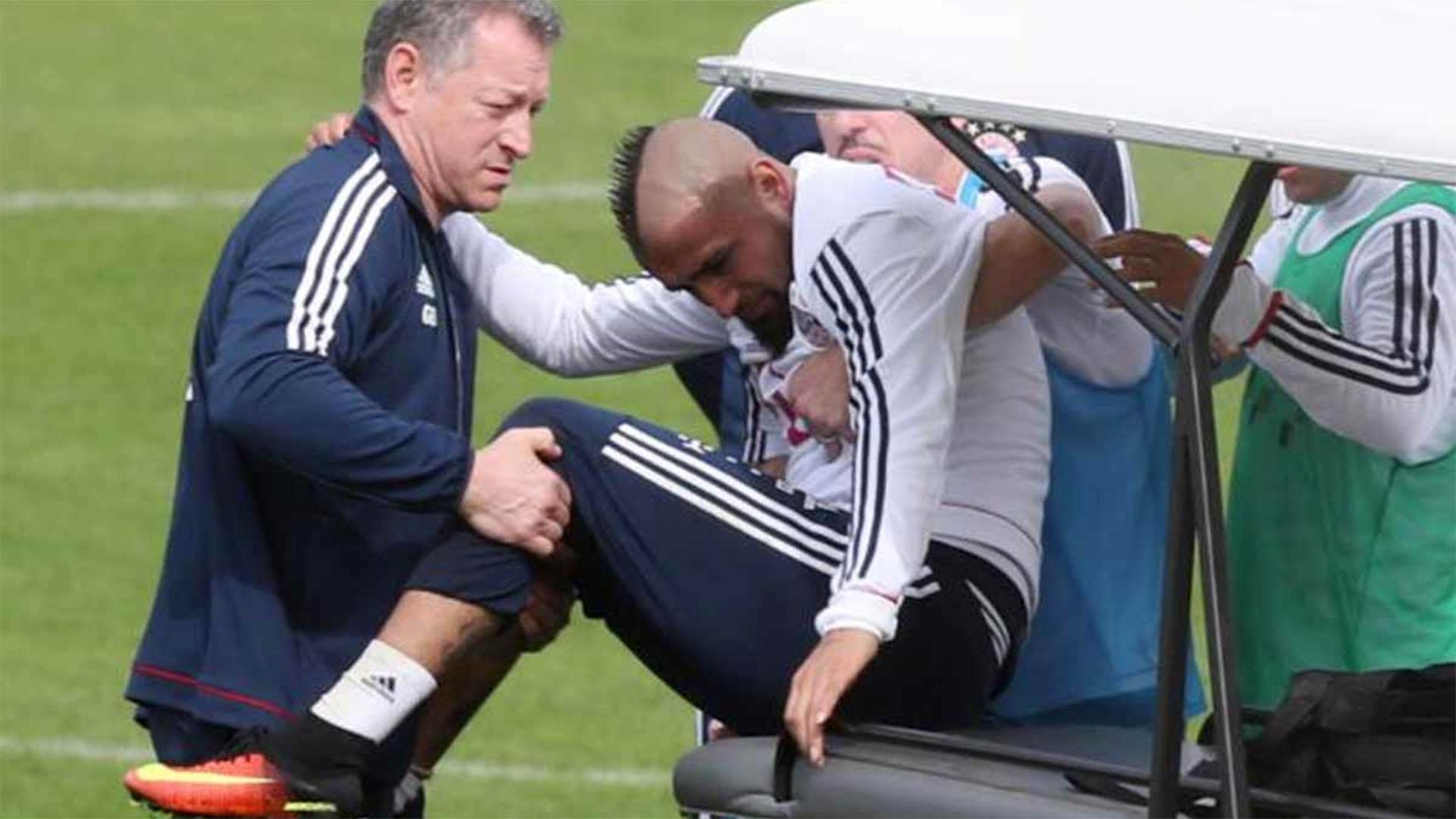 Arturo Vidal sufrió una lesión de rodilla en el entrenamiento del Bayern Múnich y tuvo que ser operado