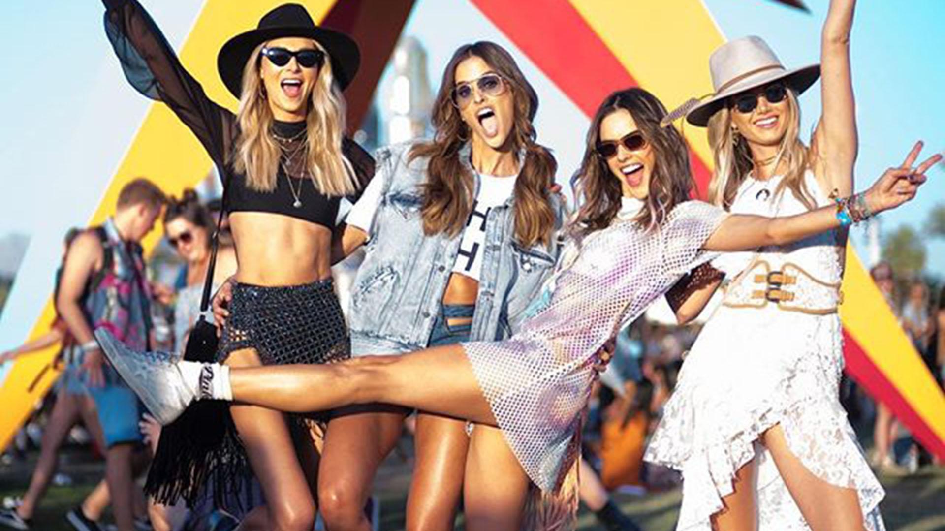 El squad fashionista integrado por los ángeles de Victoria's Secret, zapatillas, sombreros y transparencias el must