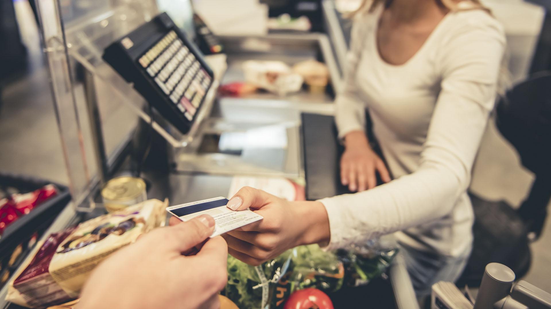 Alimentos y tarifas explicaron las subas de precios del mes. (Getty)
