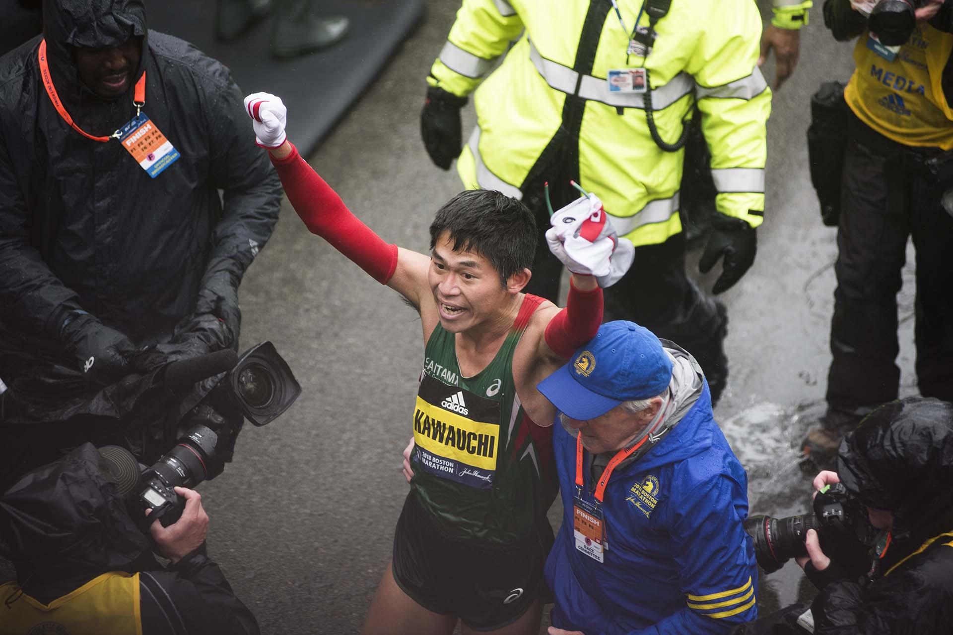 El nuevo campeón del Maratón de Boston se convirtió en el primer japonés en conseguir la victoria desde que lo hizo hace 31 años su compatriota Toshihiko Seko