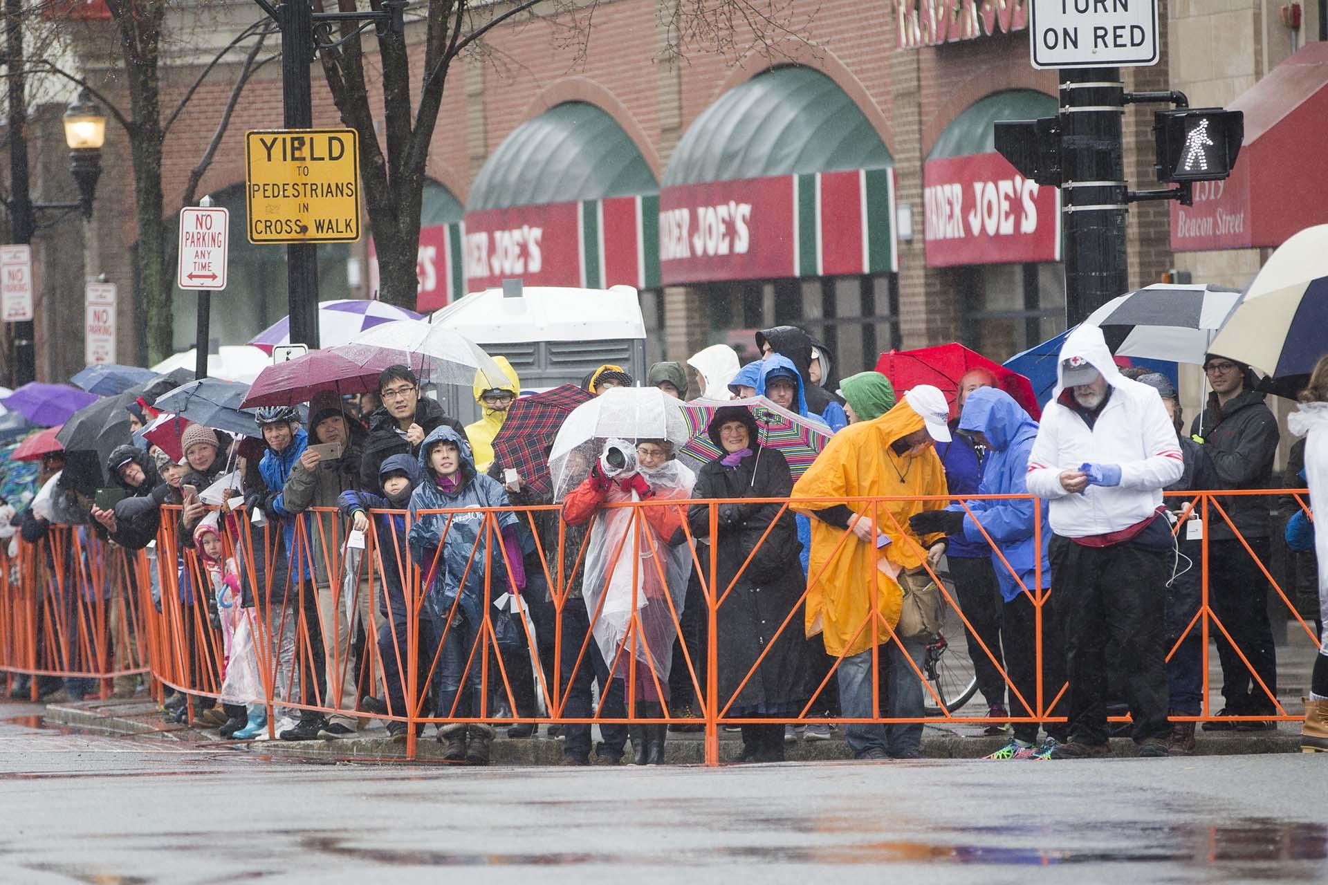 no solamente por las malas condiciones climatológicas, sino porque el tradicional partido de béisbol que todos los años disputan los Medias Rojas de Boston fue cancelado por la lluvia