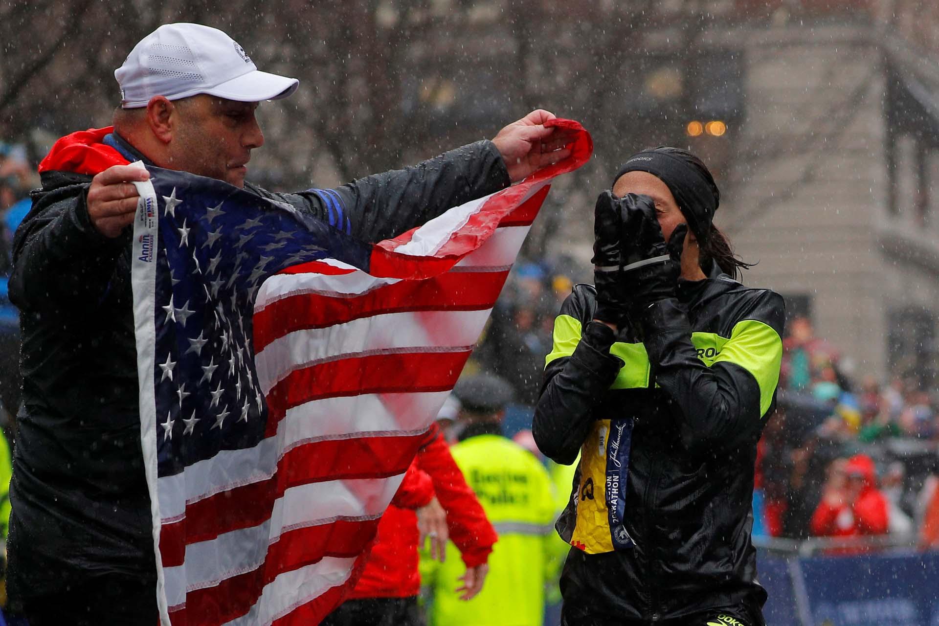 También Linden, como se esperaba, se aprovechó de las malas condiciones climatológicas, que afectaron más a las corredoras africanas