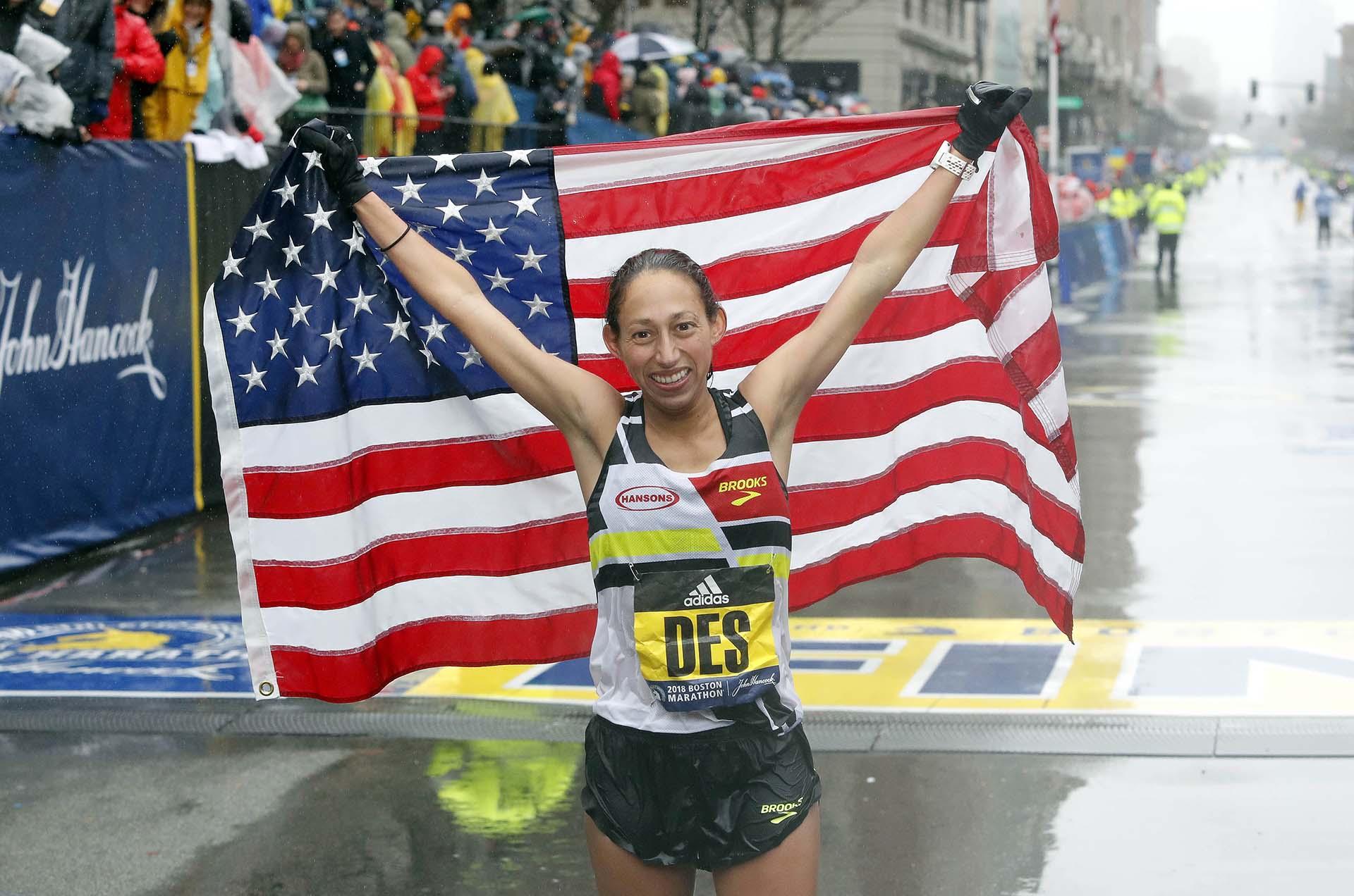 La norteamericana cruzó la línea de meta en primer lugar con un tiempo de 2h39:54 y es la primera corredora estadounidense que consigue la victoria en 33 años