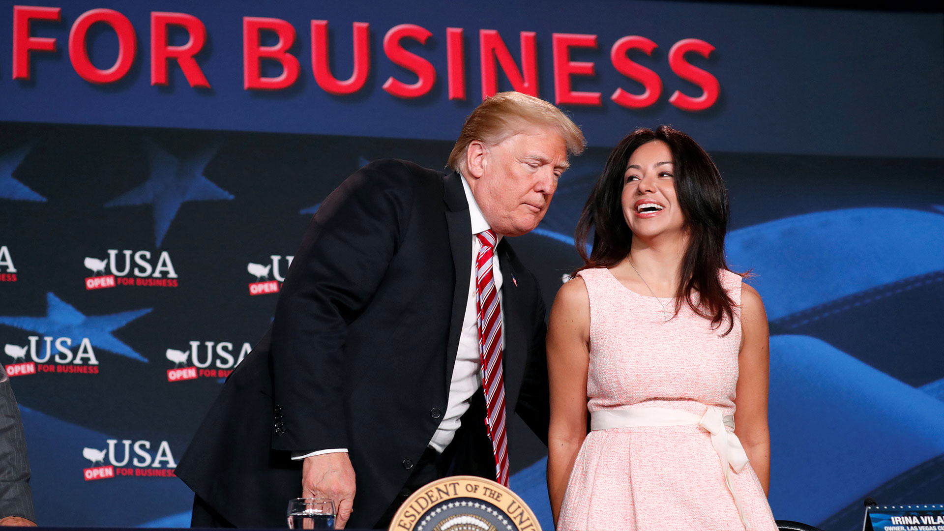 """Varios empresarios locales agradecieron al presidente por su """"liderazgo"""", ydijeron que los recortes fiscales les han permitido comprar nuevo equipamiento y contratar nuevos empleados"""